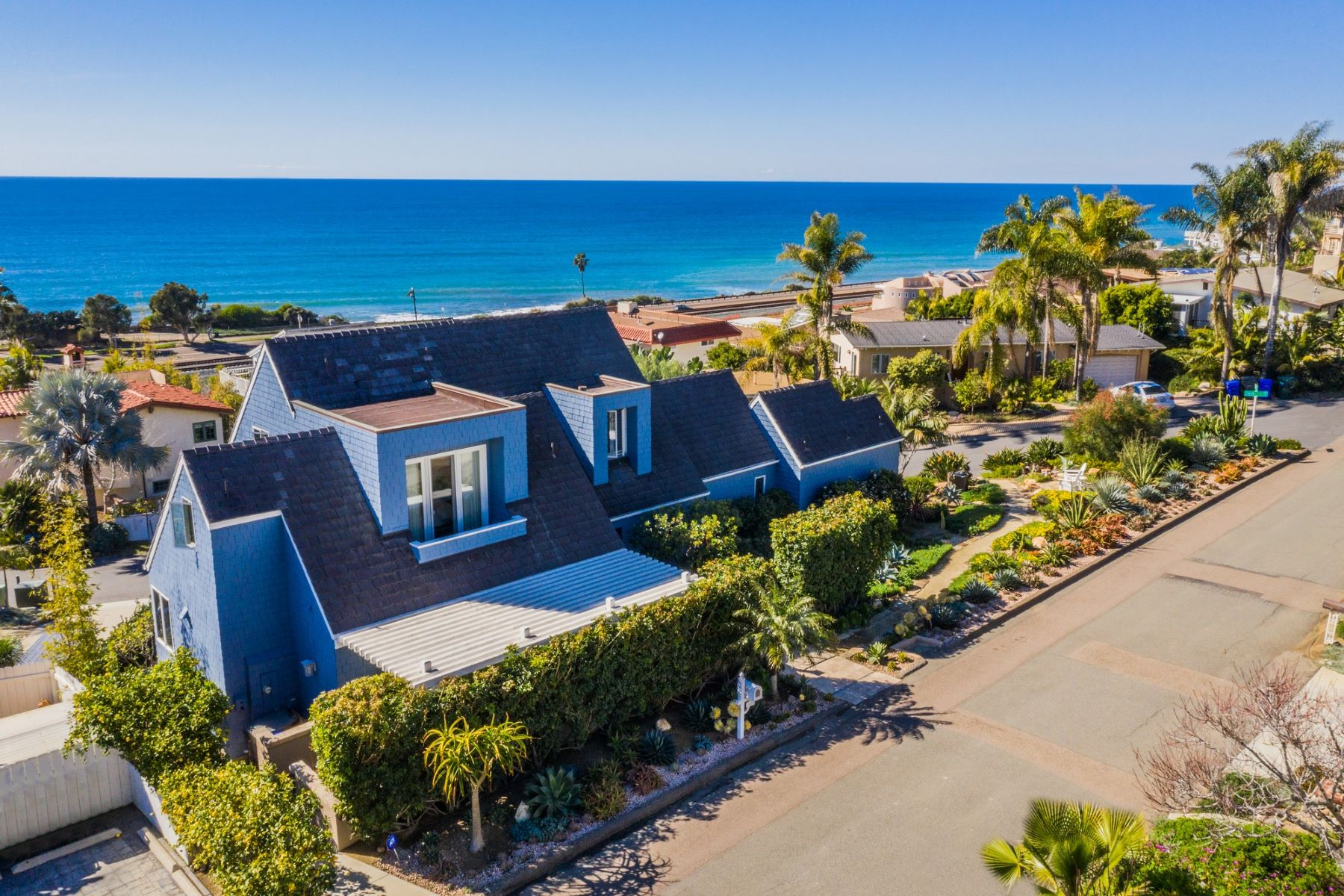 Single Family Home for Active at 1724 Haydn Drive 1724 Haydn Drive Cardiff By The Sea, California 92007 United States