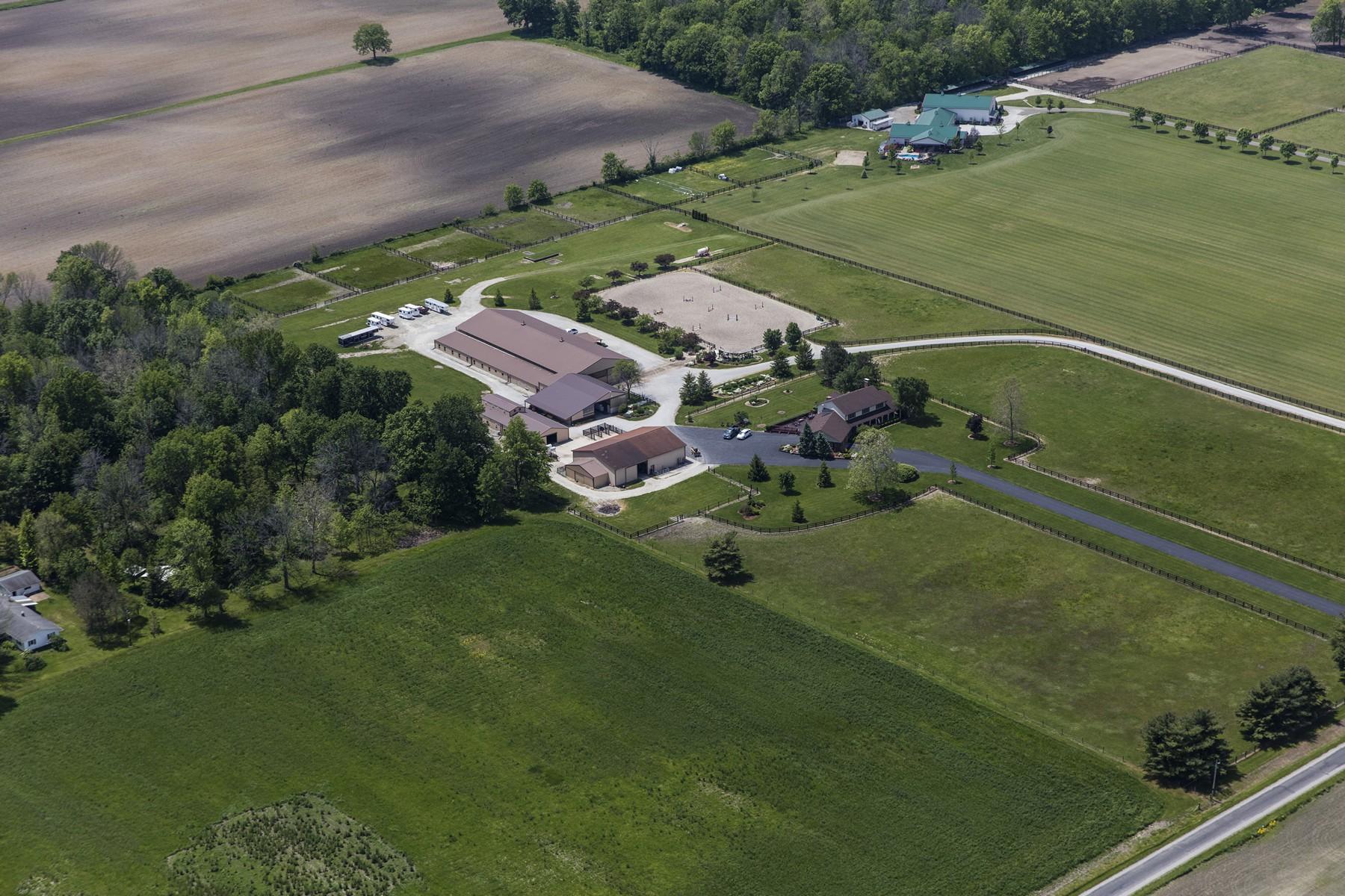 Maison unifamiliale pour l Vente à Elite Equine Property 7829 E 100 N Zionsville, Indiana 46075 États-Unis