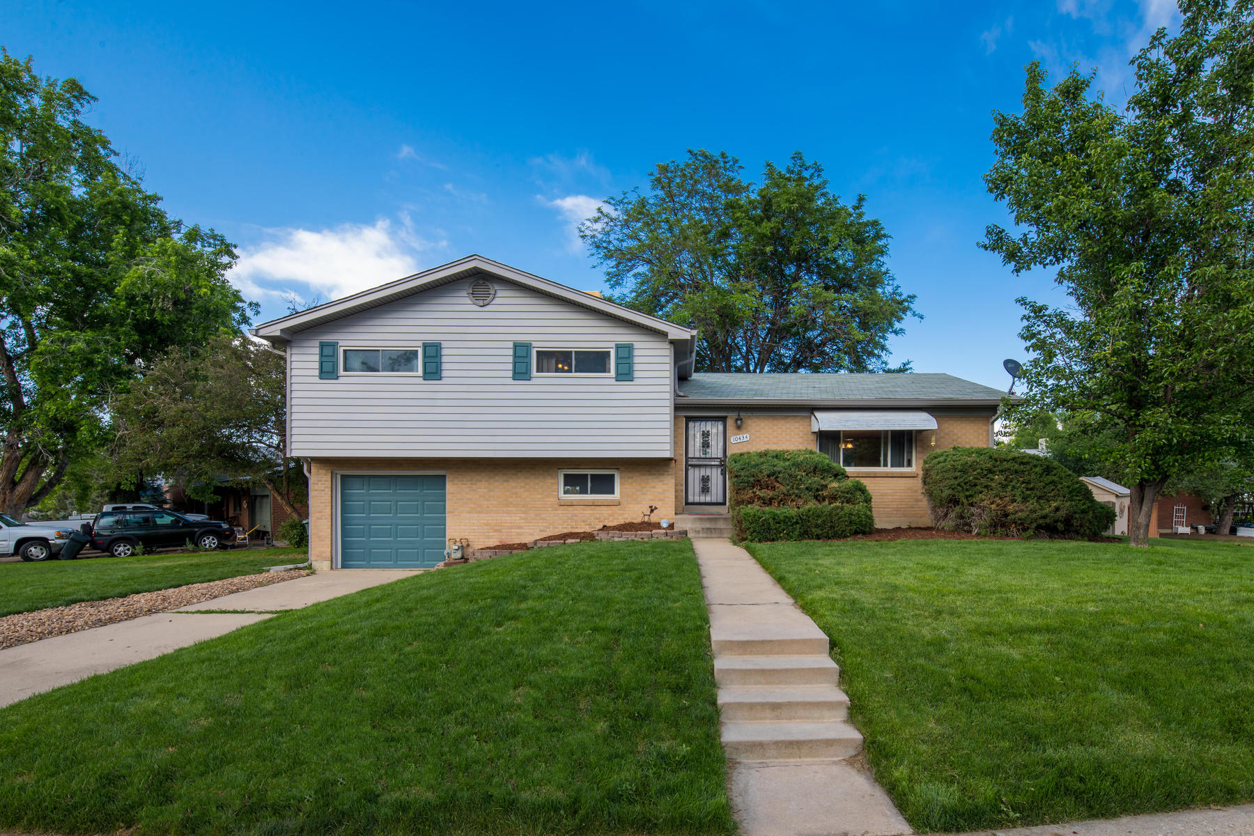 Single Family Homes 용 매매 에 Settle Into Comfort in Spacious Tri-Level 10434 Kalamath St, Northglenn, 콜로라도 80234 미국