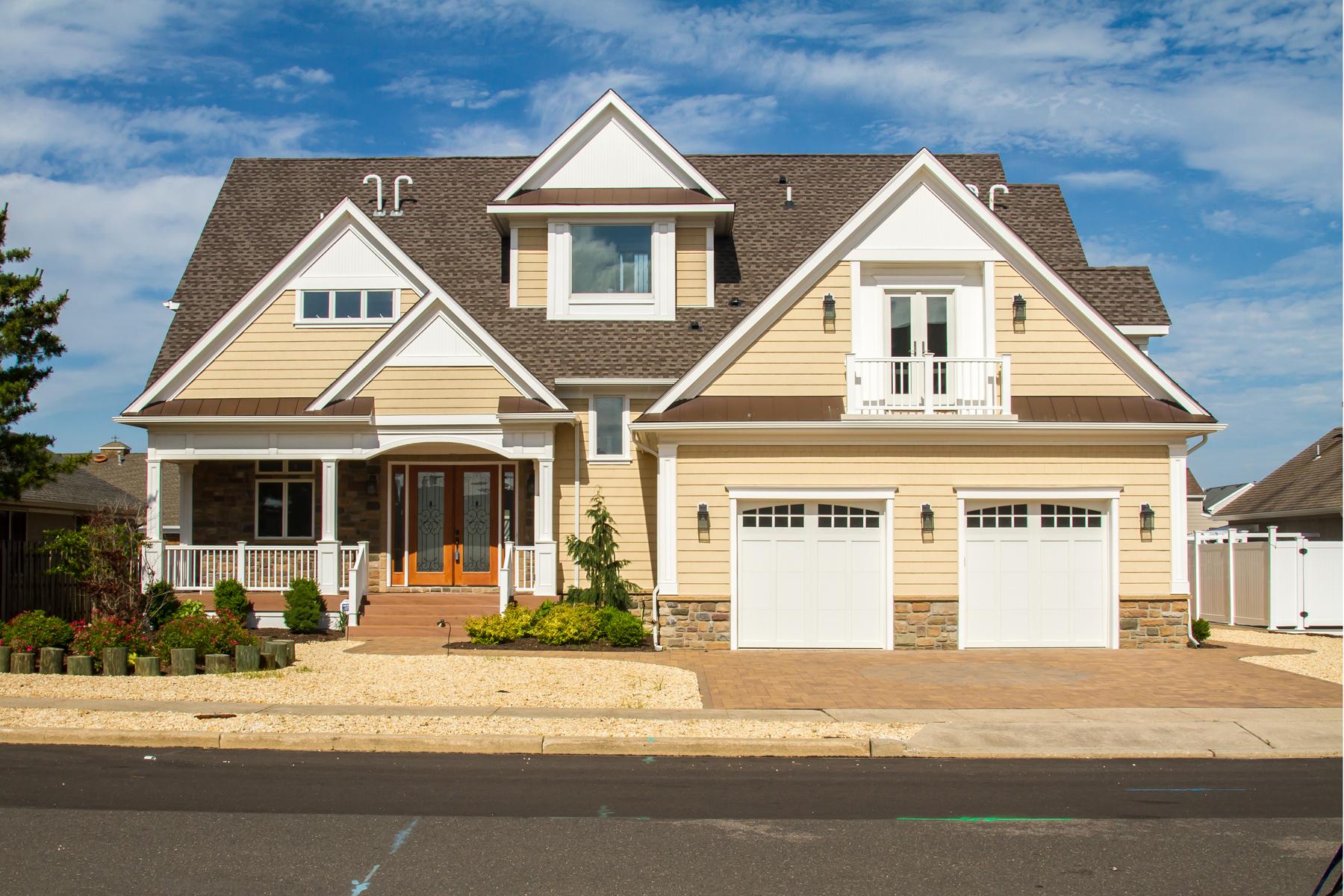 Maison unifamiliale pour l Vente à Stunning Custom Built Lagoon Front Home 206 Valhalla Drive Mantoloking, New Jersey 08738 États-Unis