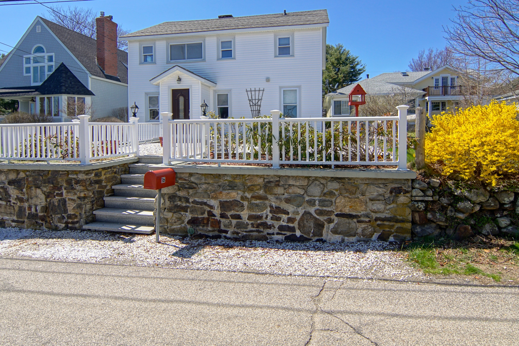 Single Family Homes для того Продажа на A Short Walk to Atlantic Beach 16 Oceanview Avenue, Rye, Нью-Гэмпшир 03870 Соединенные Штаты
