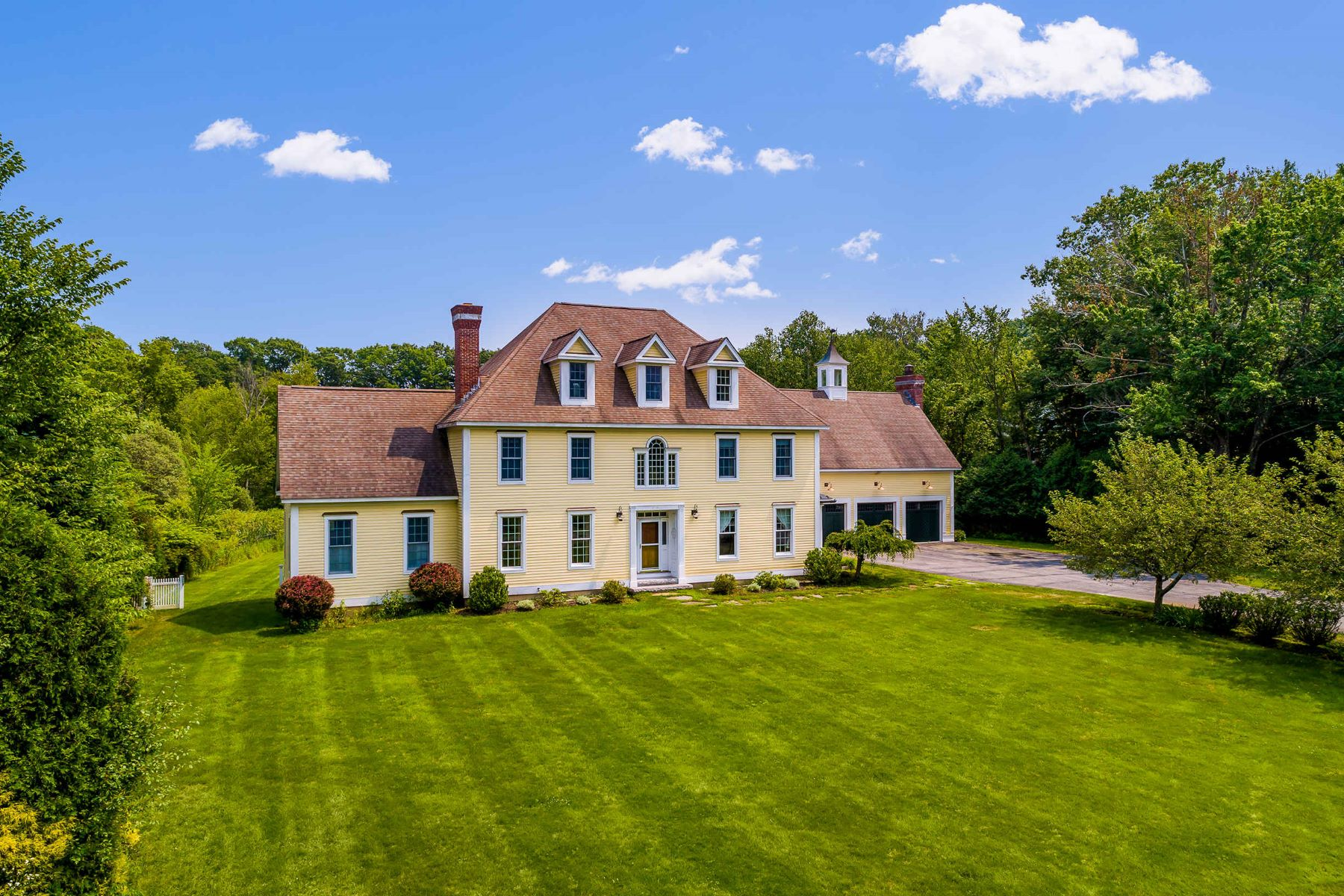 Single Family Homes للـ Sale في Stunning Custom Colonial on 3 Acres in York 2 Snap Hook Drive, York, Maine 03909 United States