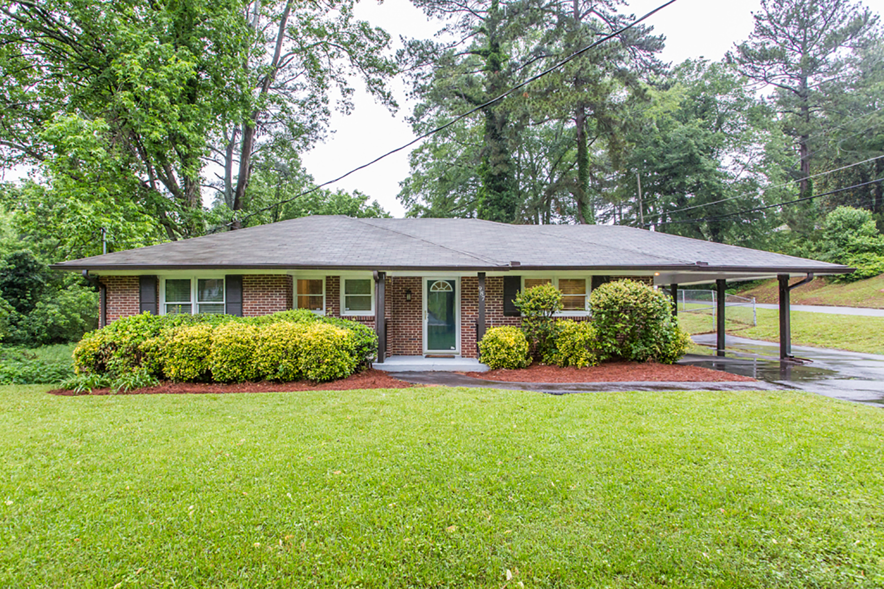 Single Family Home for Sale at Classic East Atlanta Ranch On A Basement 987 Fayetteville Rd Atlanta, Georgia 30316 United States
