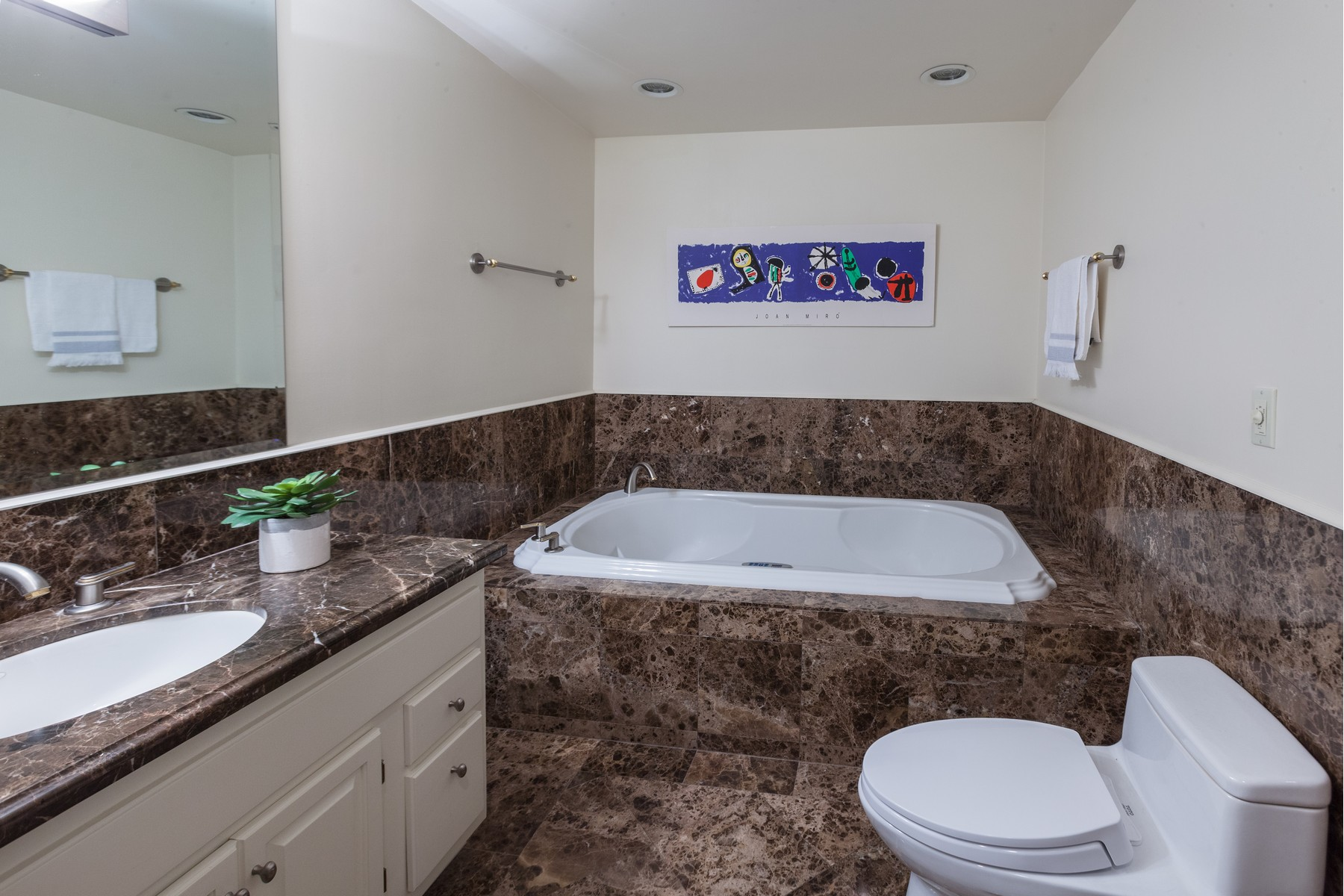 Additional photo for property listing at Magnolia Modern 2654 39th Ave W Seattle, Washington 98199 États-Unis