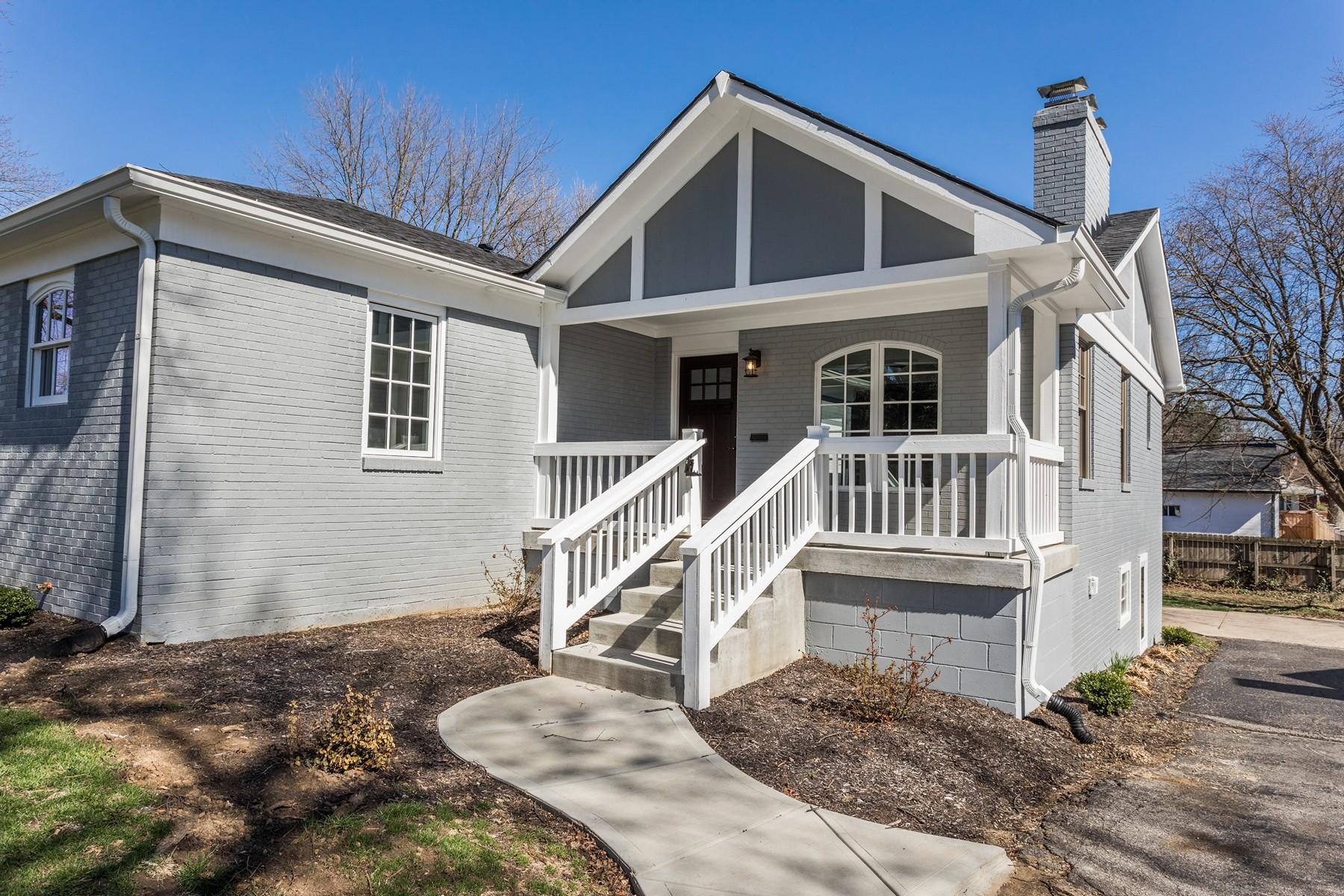 Casa para uma família para Venda às Totally Transformed 7061 Warwick Road Arden, Indianapolis, Indiana, 46220 Estados Unidos
