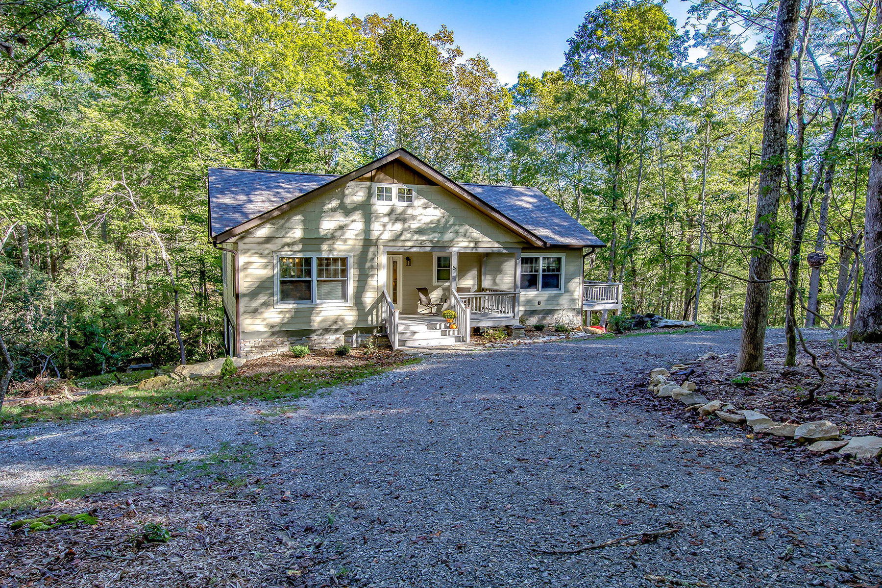 Single Family Home for Active at ARTS & CRAFTS WITH A MODERN TOUCH 5 Heidi Way Horse Shoe, North Carolina 28742 United States