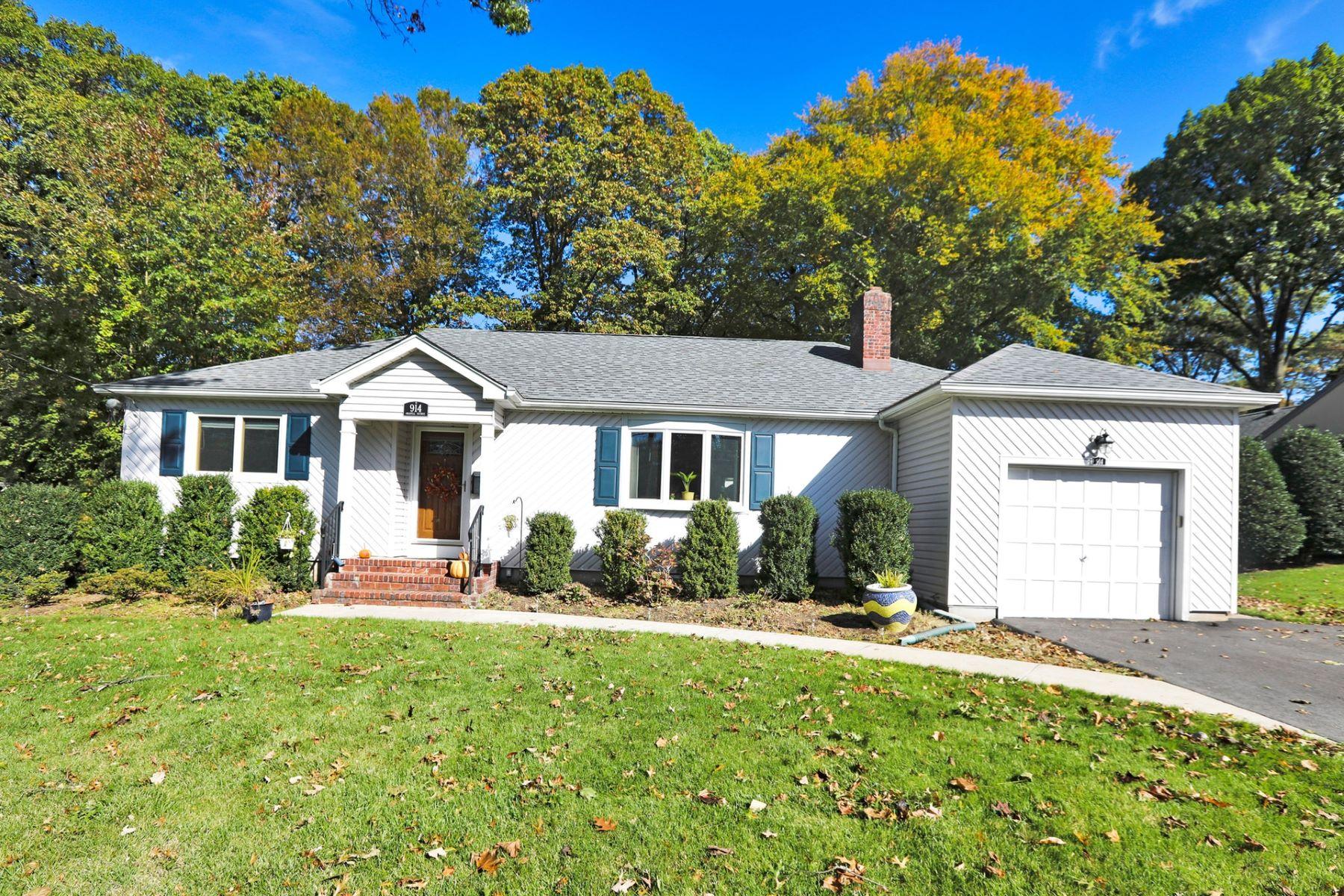 Single Family Homes por un Venta en Welcome Home to this recently updated ranch style home 914 Oradell Ave Oradell, Nueva Jersey 07649 Estados Unidos