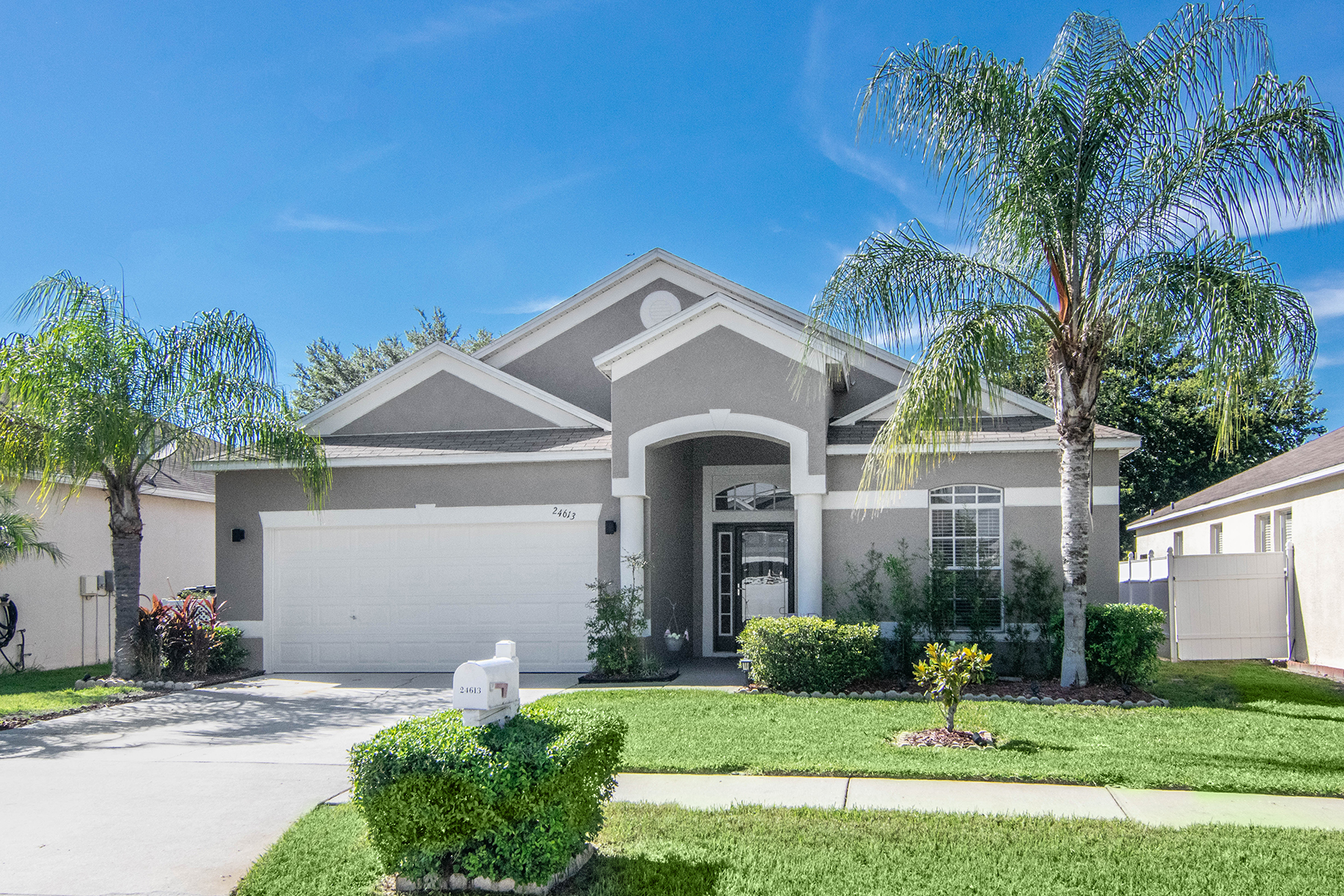 Single Family Homes for Sale at LUTZ 24613 Siena Dr Lutz, Florida 33559 United States