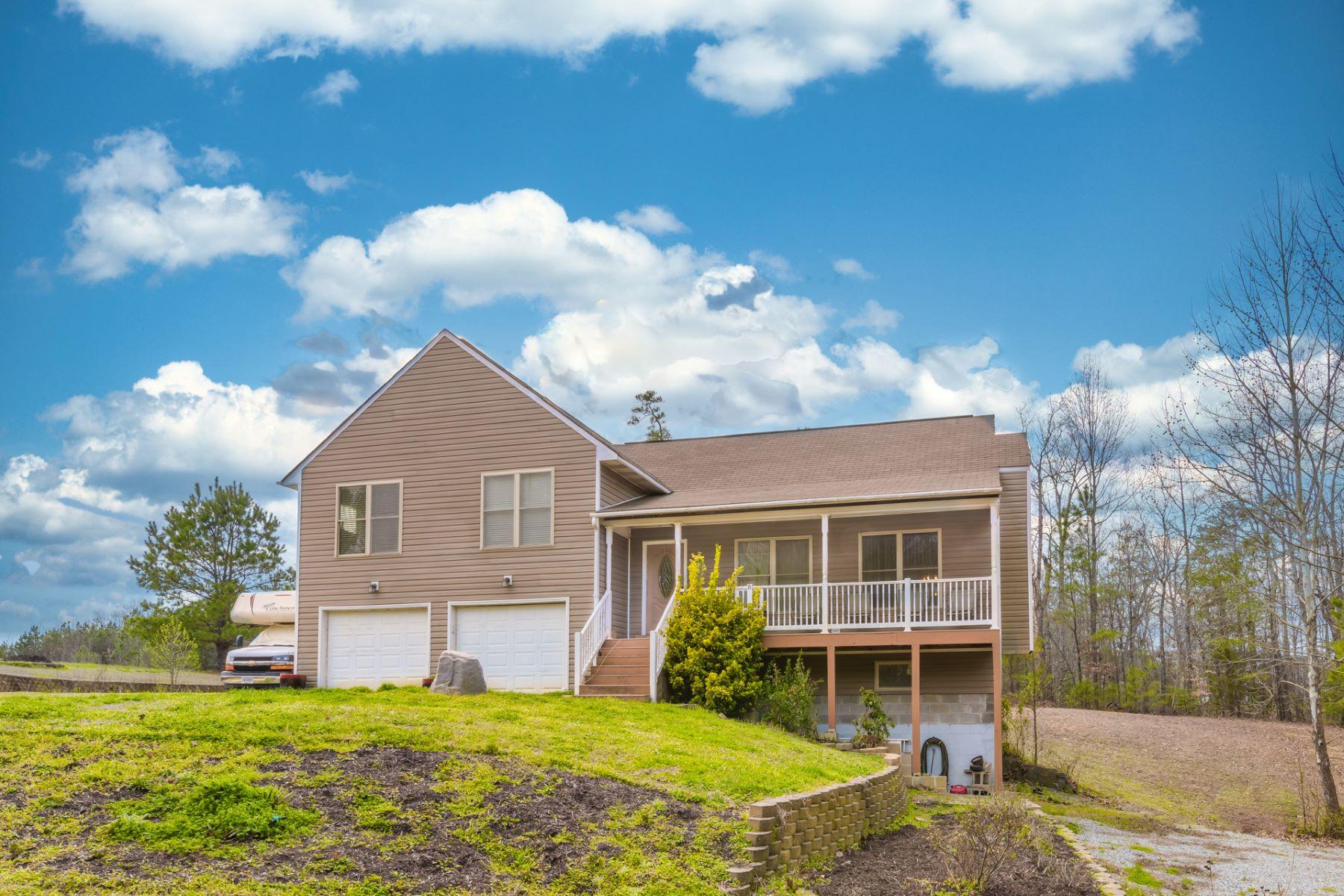 Single Family Homes 為 出售 在 79 Marina Drive, Surry, 弗吉尼亞州 23883 美國