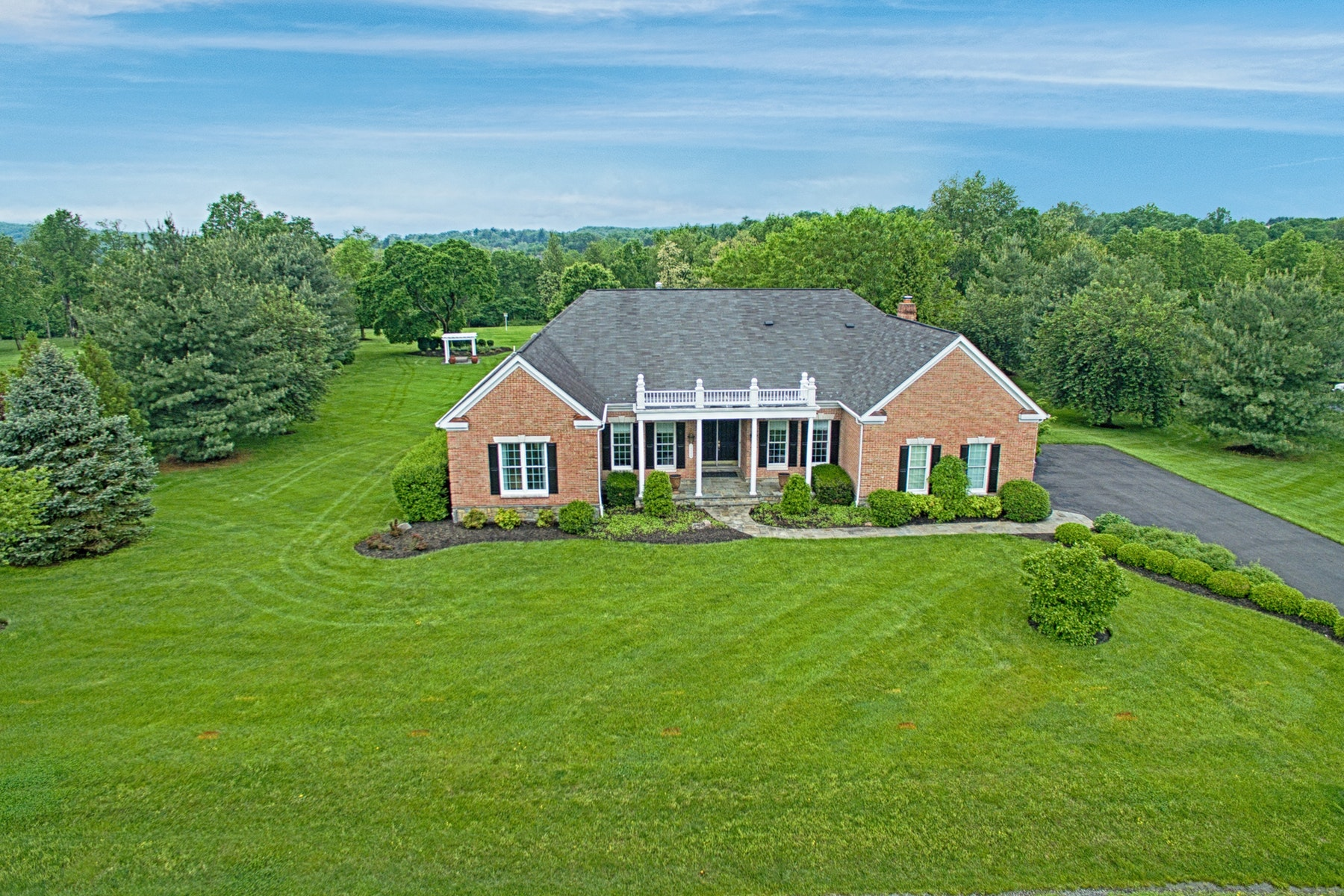 Частный односемейный дом для того Продажа на Elegant Country Estate 19359 Emerald Park Drive Leesburg, Виргиния 20175 Соединенные Штаты