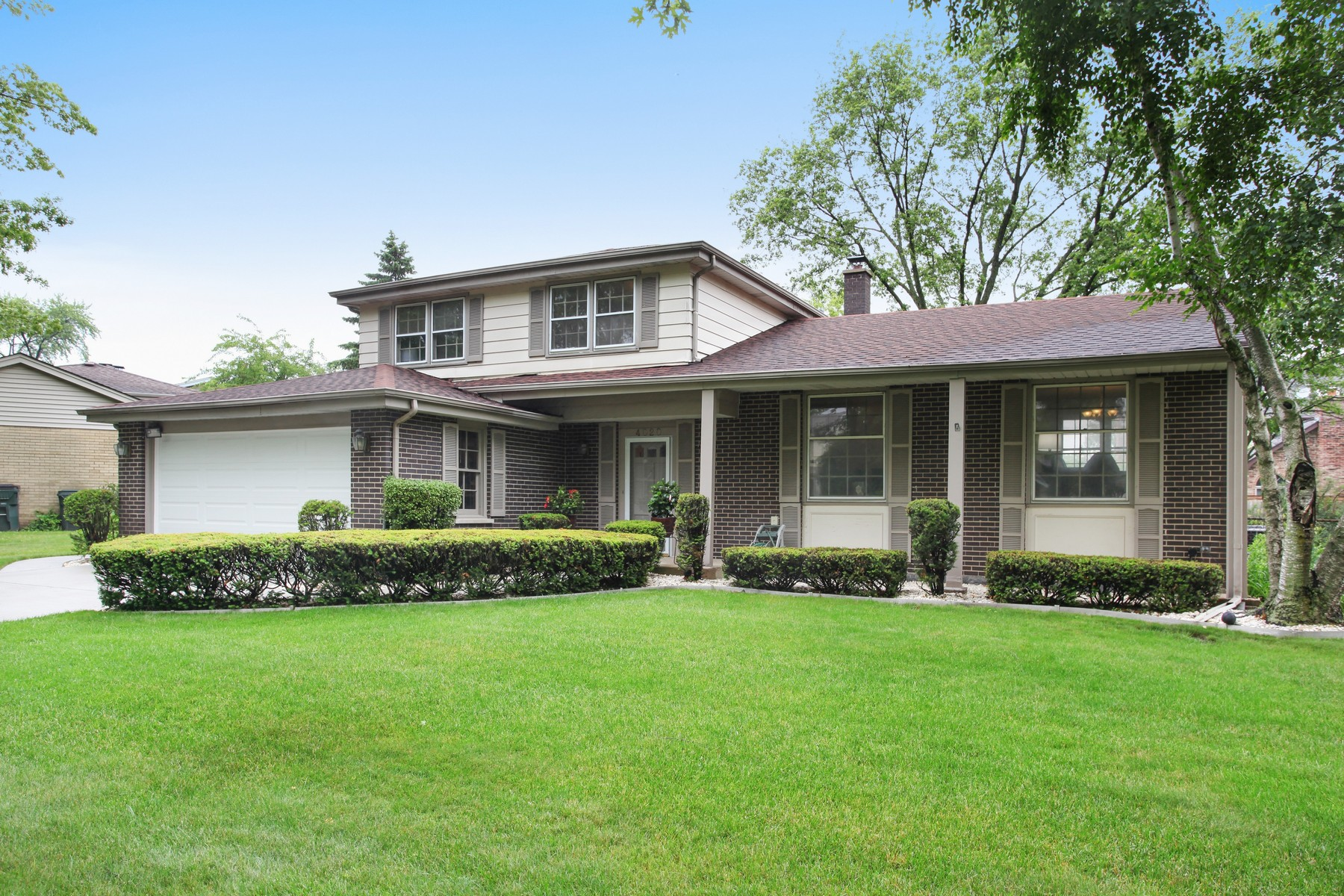 single family homes for Sale at Beautifully Updated Tri-Level Home 4020 Carousel Drive Northbrook, Illinois 60062 United States