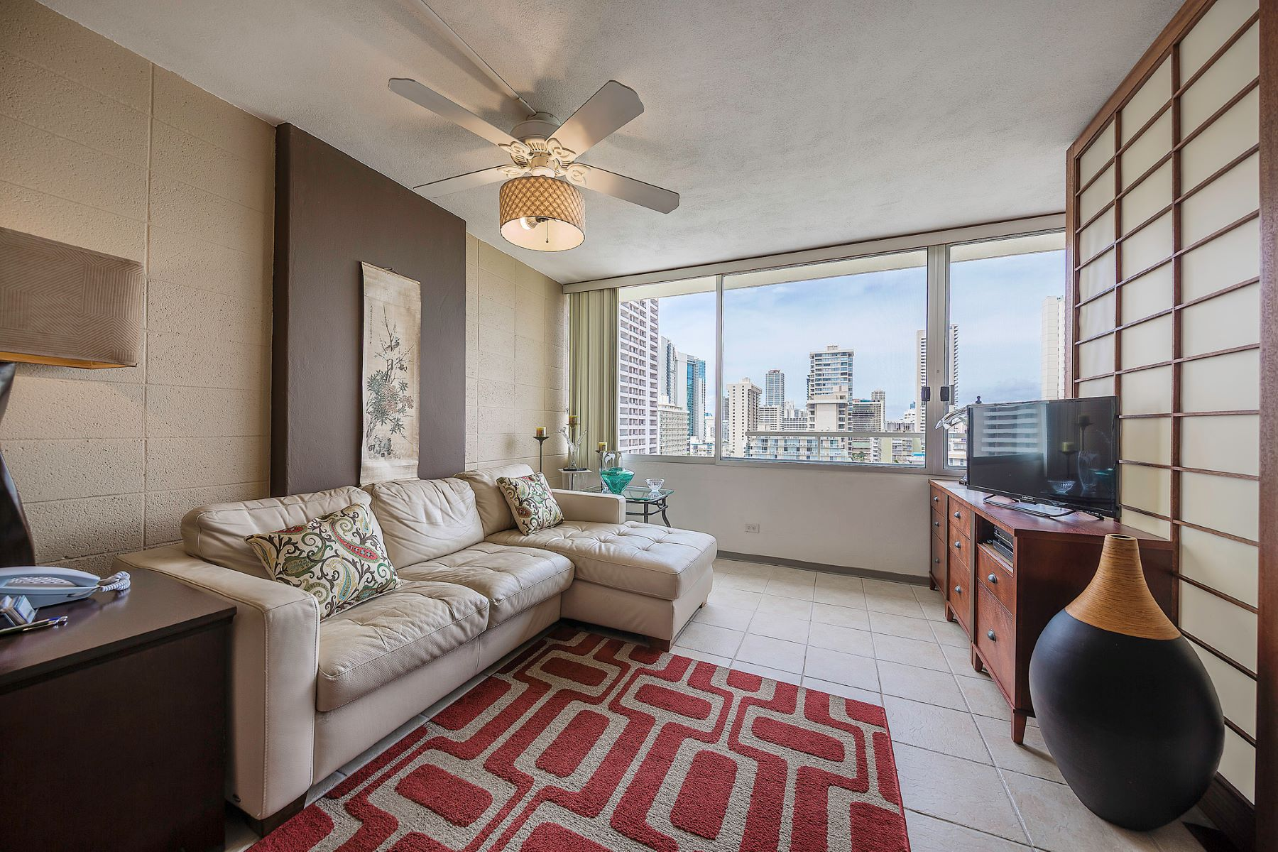 شقة بعمارة للـ Sale في Perfect Location 435 Seaside Ave #1404, Waikiki, Honolulu, Hawaii, 96815 United States