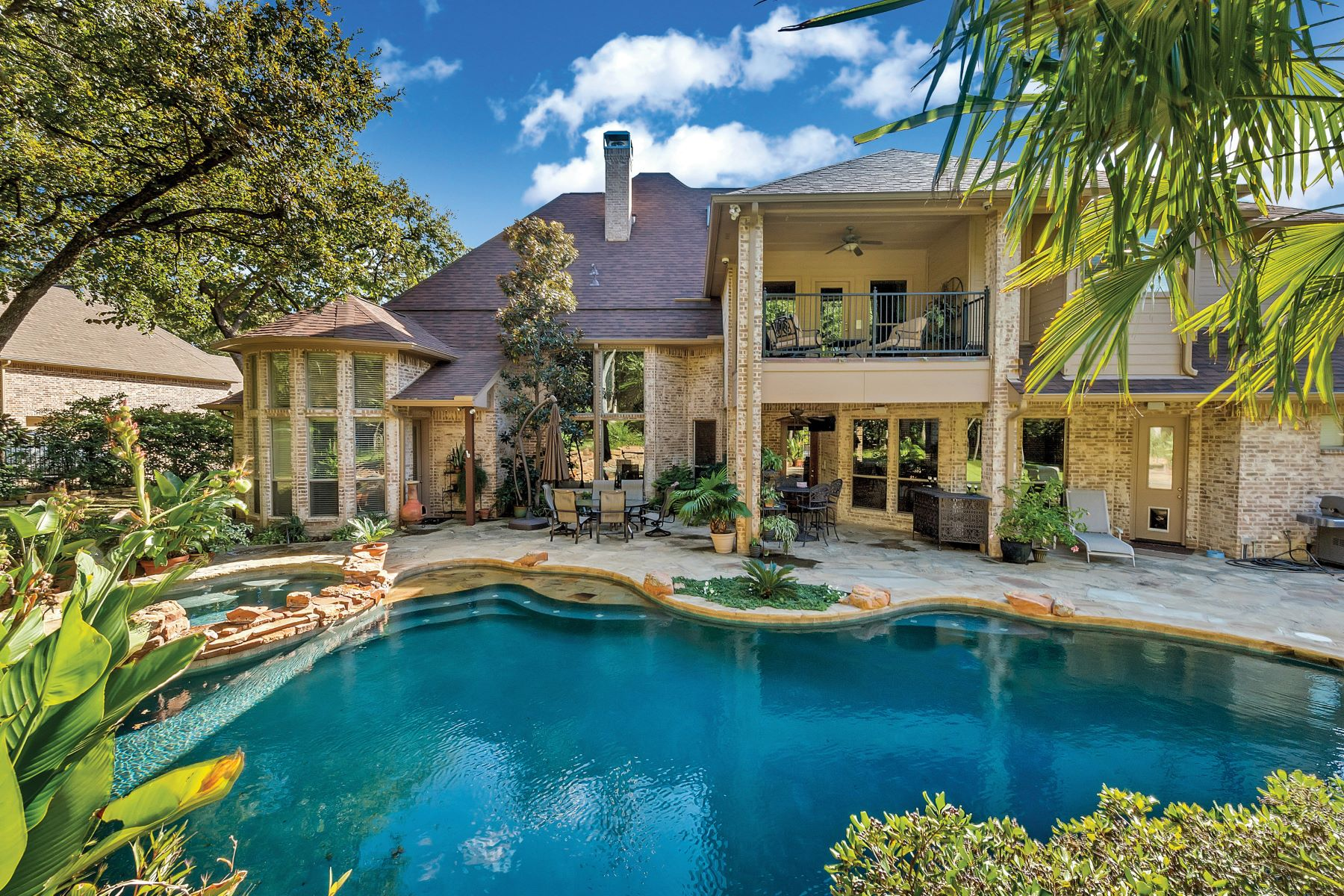 Single Family Homes for Sale at Stunning Garabedian Custom on Private 1 Acre Lot 408 King Ranch Road Southlake, Texas 76092 United States