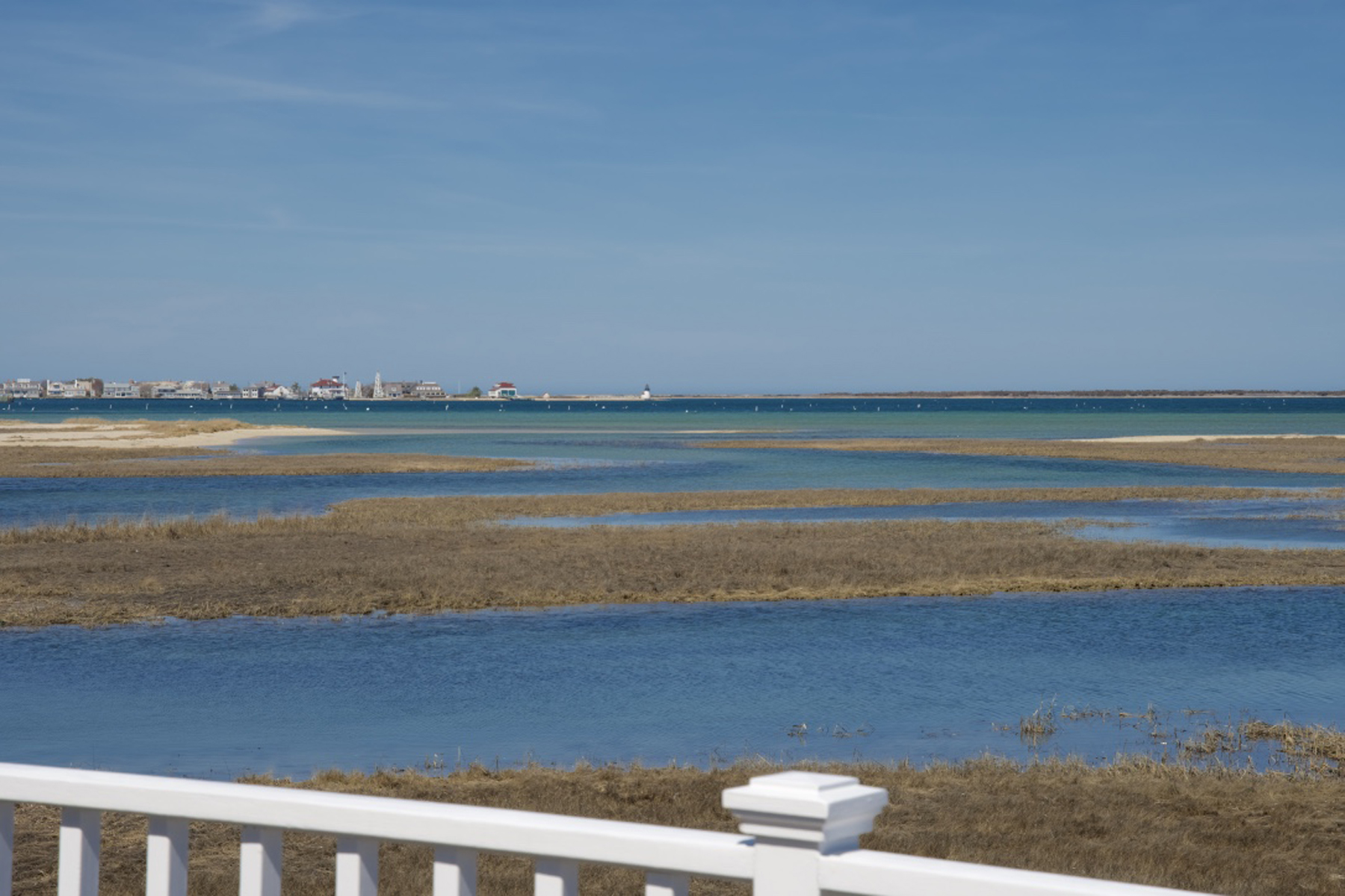 獨棟家庭住宅 為 出售 在 Expansive Harbor Views and Private Dockage 19 East Creek Road Nantucket, 麻塞諸塞州, 02554 美國