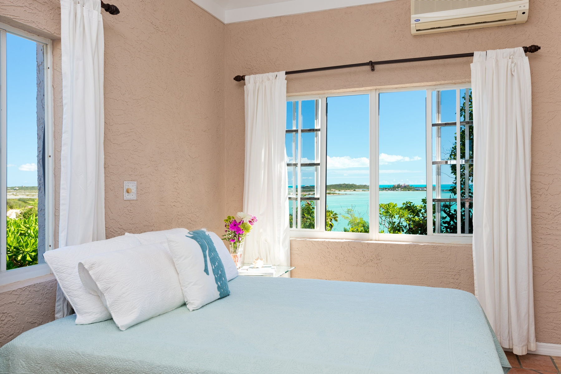 Additional photo for property listing at Best View Villa Oceanfront Turtle Tail, Providenciales TCI Îles Turques Et Caïques