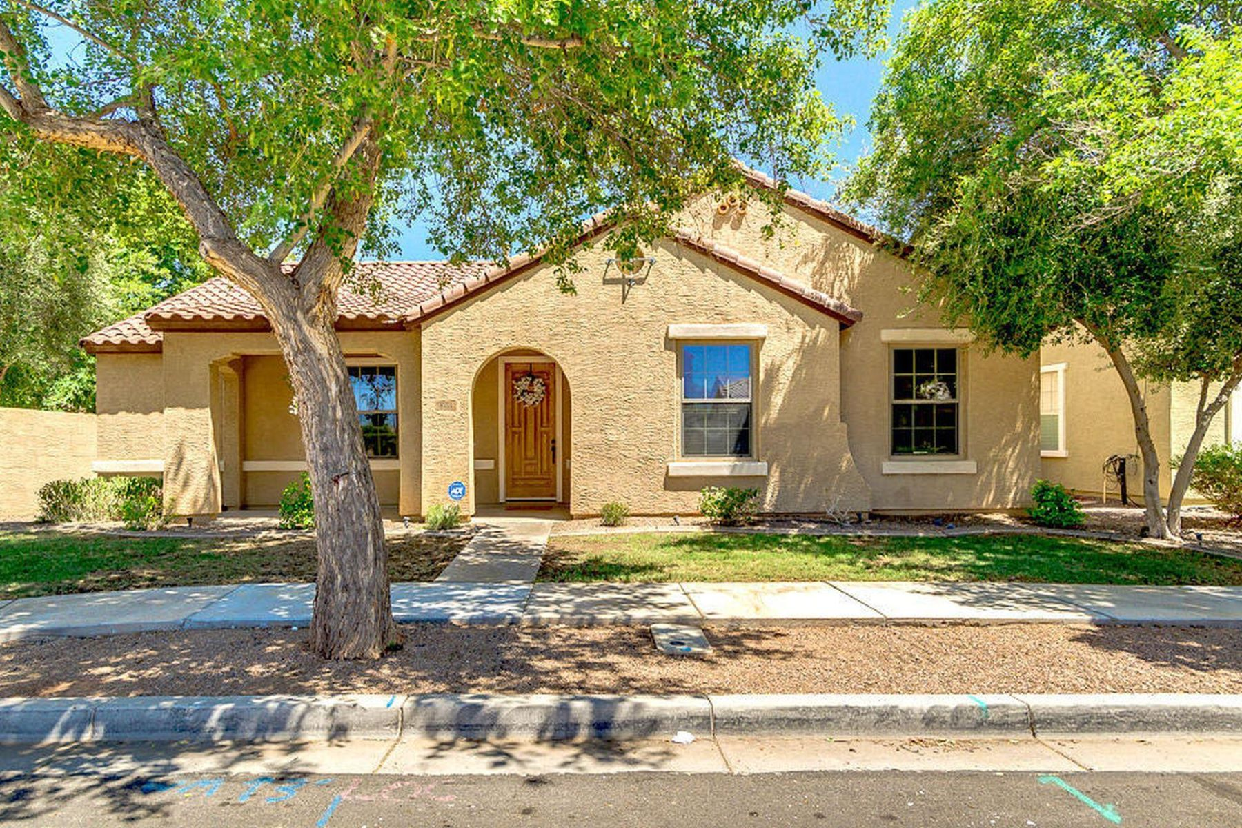 Single Family Homes por un Venta en Lyons Gate 1691 S ROCKWELL ST Gilbert, Arizona 85295 Estados Unidos
