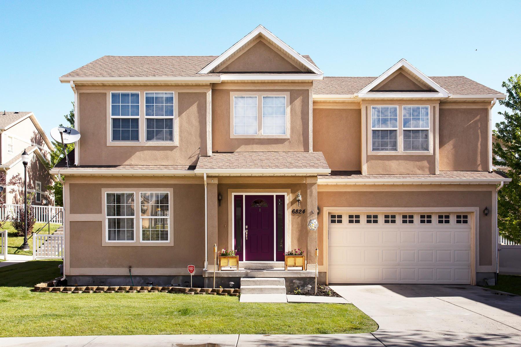 Single Family Homes för Försäljning vid Design, Function and Community All in One 6824 W Bottlebrush Lane, West Jordan, Utah 84081 Förenta staterna