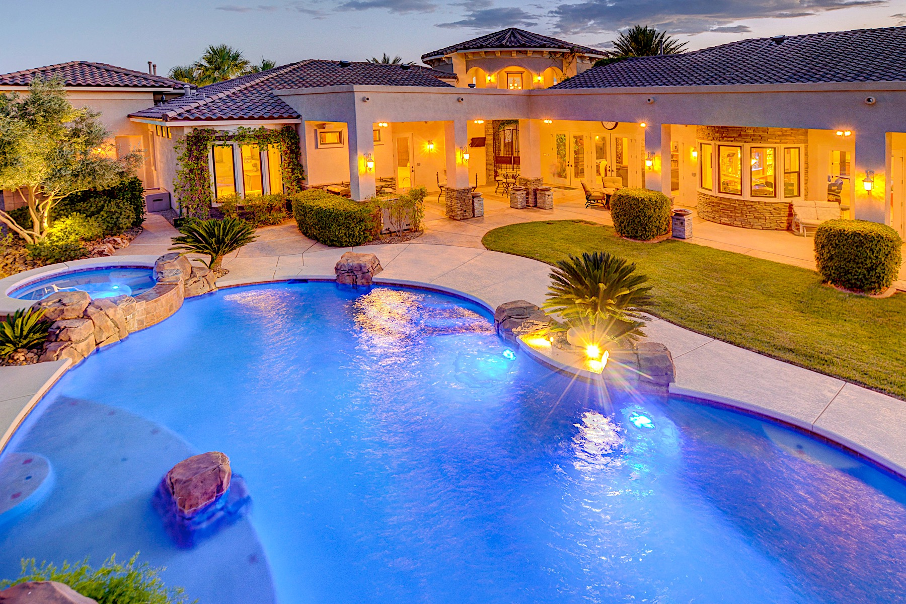 Single Family Homes for Sale at The Boulder Bluff Estate One-Story Custom on 2.5 Acres 1510 Mendota Drive Boulder City, Nevada 89005 United States