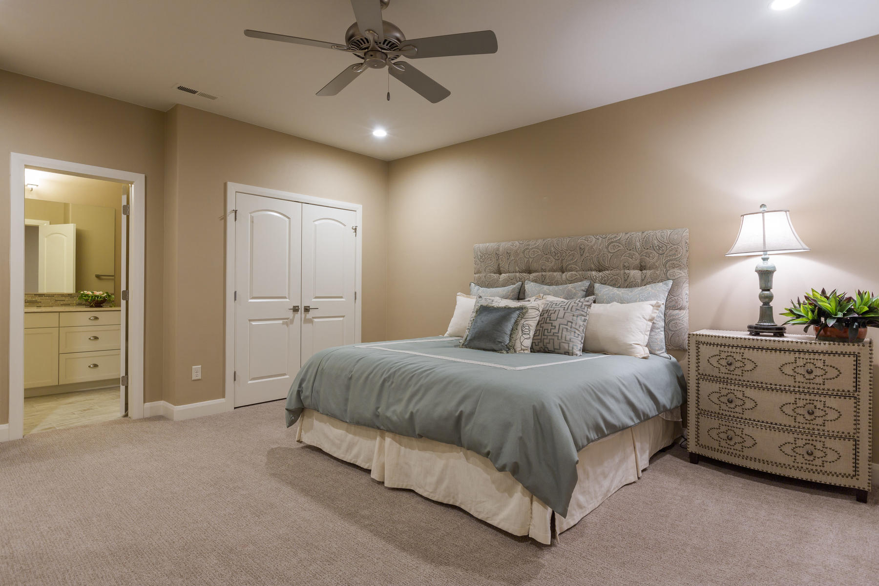Additional photo for property listing at For Simple Elegance 1706 S Cliff Point Dr St. George, Utah 84790 United States
