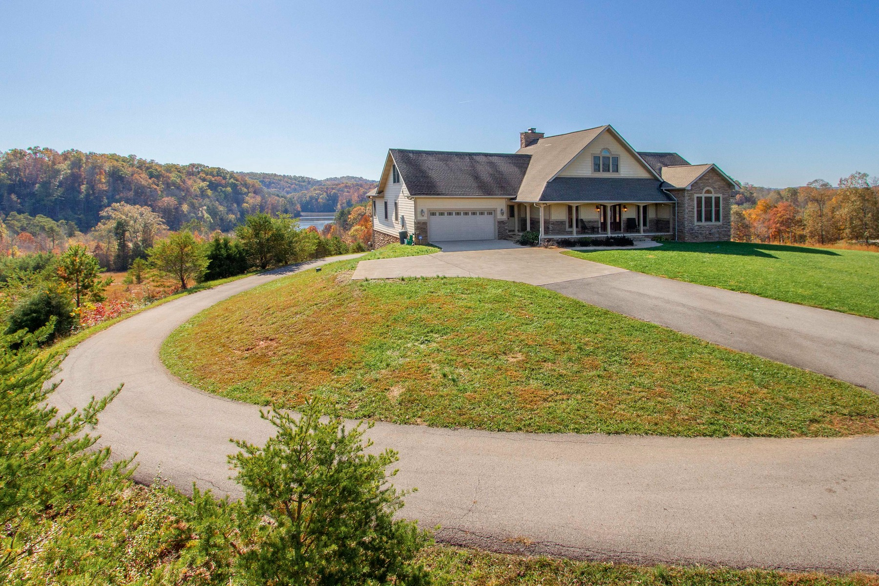 Single Family Homes por un Venta en Waterfront Estate In Gated Community 135 Shiners Bluff Madison, Tennessee 37354 Estados Unidos