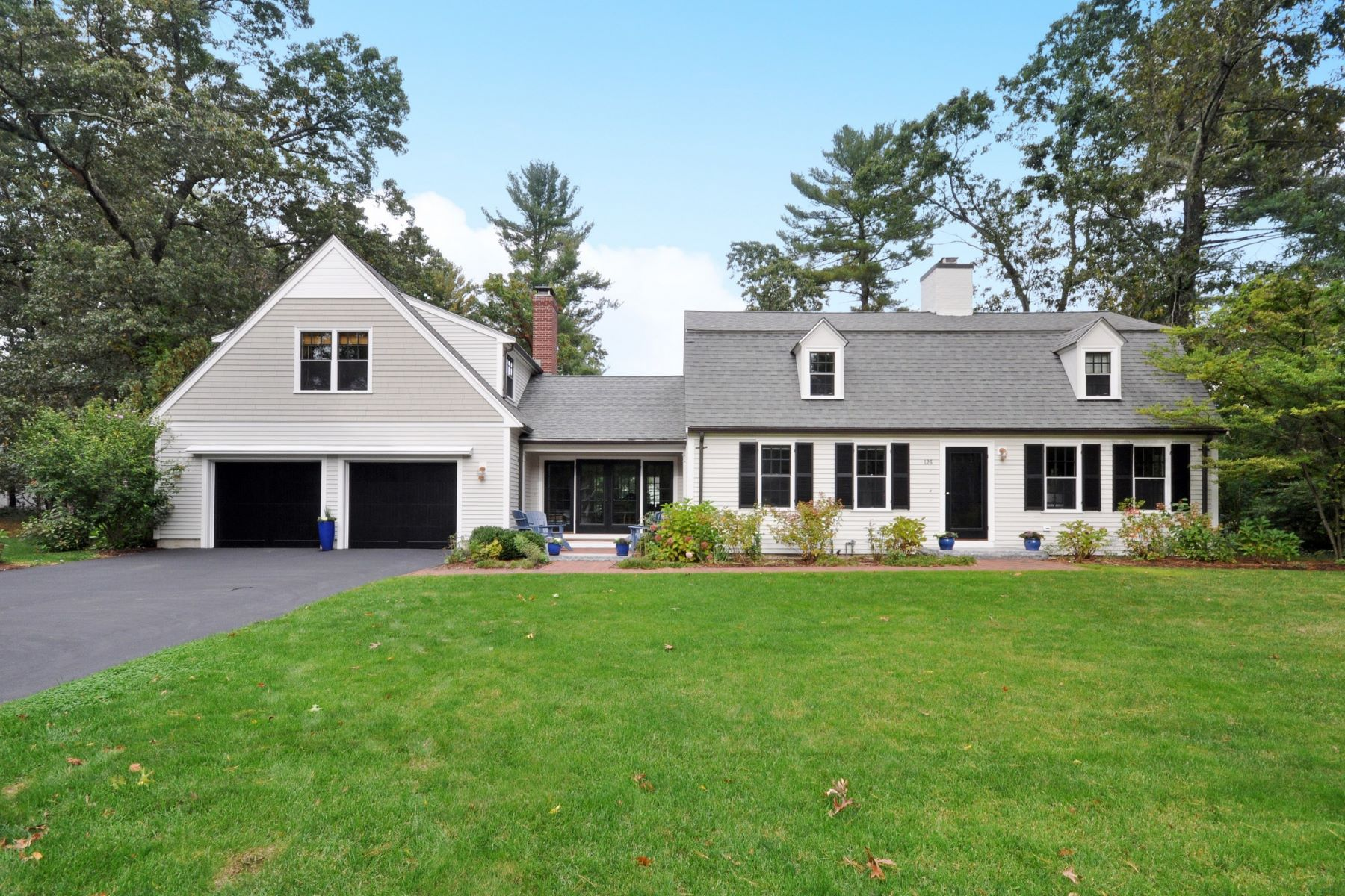 Single Family Homes 为 销售 在 126 Alcott Road 康科德, 马萨诸塞州 01742 美国