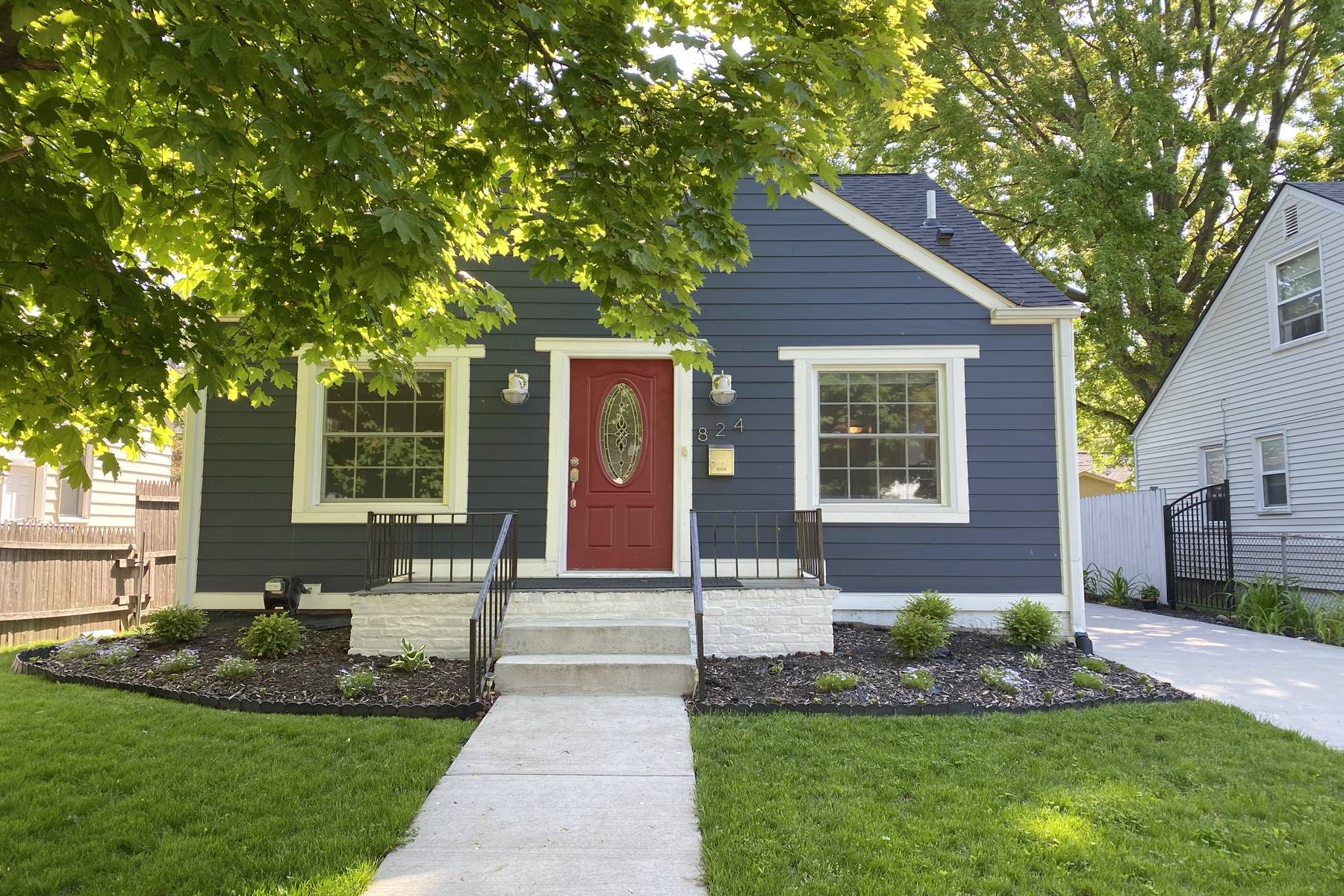 Single Family Homes 为 销售 在 Royal Oak 824 N Kenwood Avenue 罗雅尔奥克, 密歇根州 48067 美国