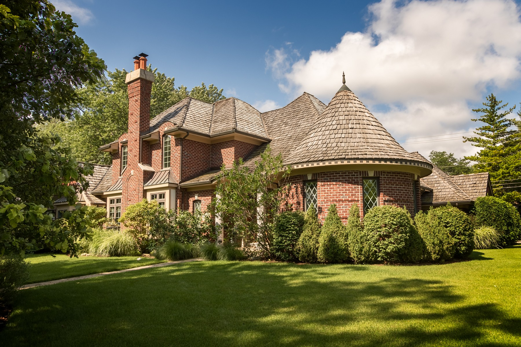 Casa Unifamiliar por un Venta en Spectacular Six Bedroom Home 1550 Hawthorne Lane Glenview, Illinois, 60025 Estados Unidos