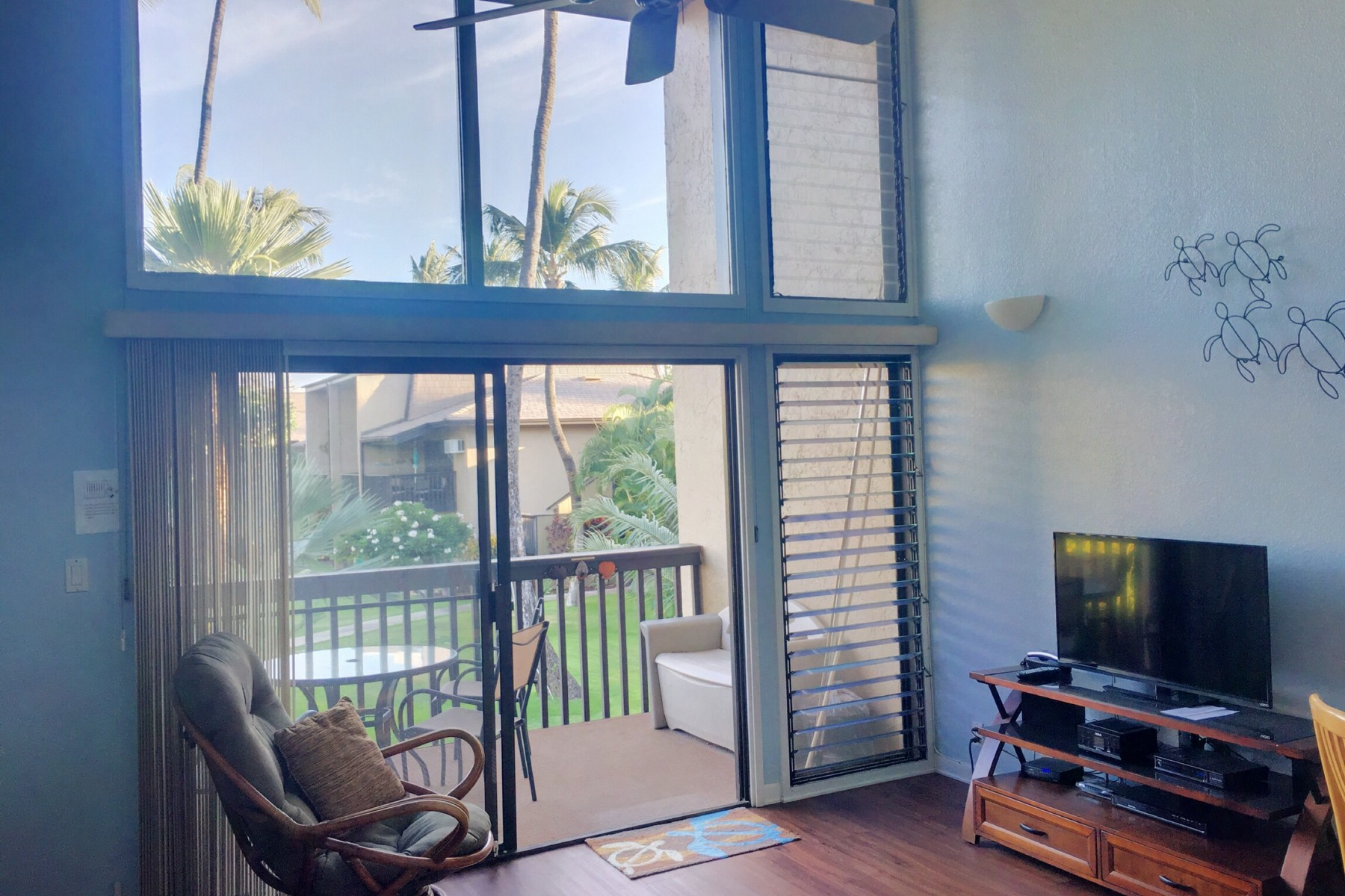 共管式独立产权公寓 为 销售 在 Tropical Vacation Rental one block from the Beach 1299 Uluniu Road, Kihei Garden Estates G202 基黑, 夏威夷 96753 美国