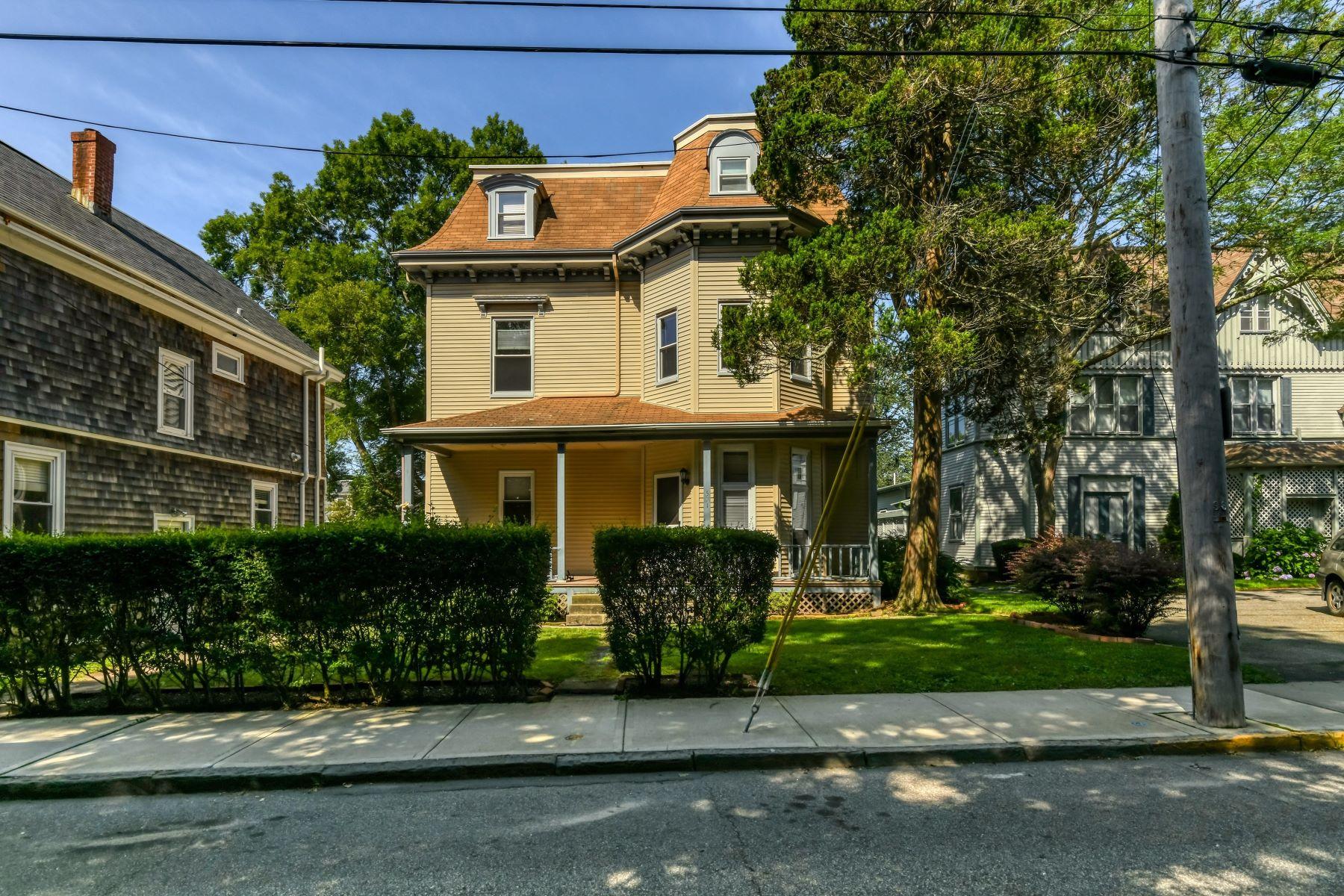 Multi-Family Homes 为 销售 在 Morton Park Multi-Family 571 Spring Street 纽波特, 罗得岛 02840 美国