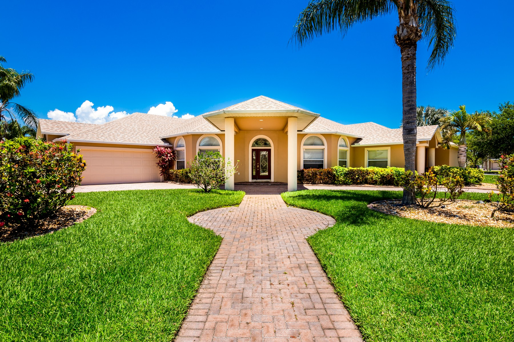 Single Family Homes für Verkauf beim Stunning Pool Home Located Within Quiet & Safe Templeton Community 1632 Quinn Drive, Rockledge, Florida 32955 Vereinigte Staaten