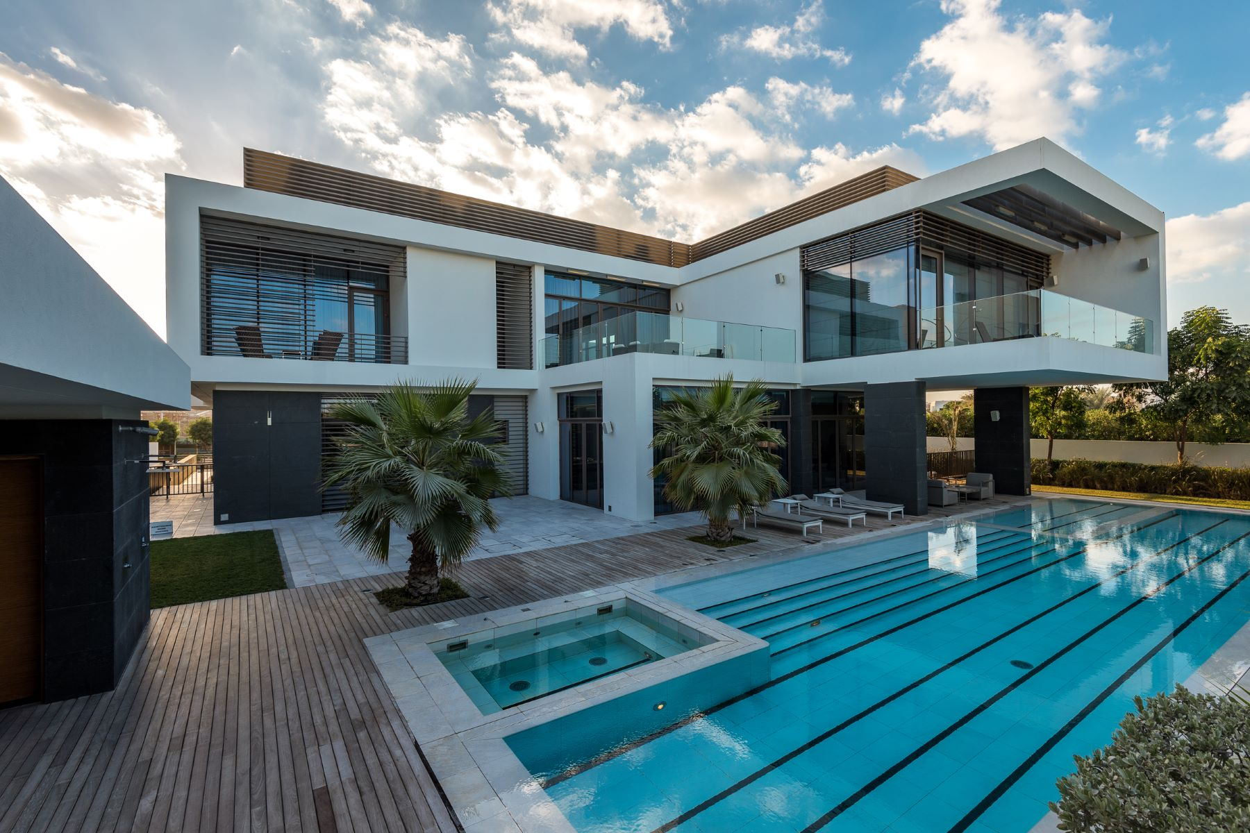 Vivienda unifamiliar por un Venta en Contemporary Mansion on the Crystal Lagoon Dubai, Emiratos Arabes Unidos