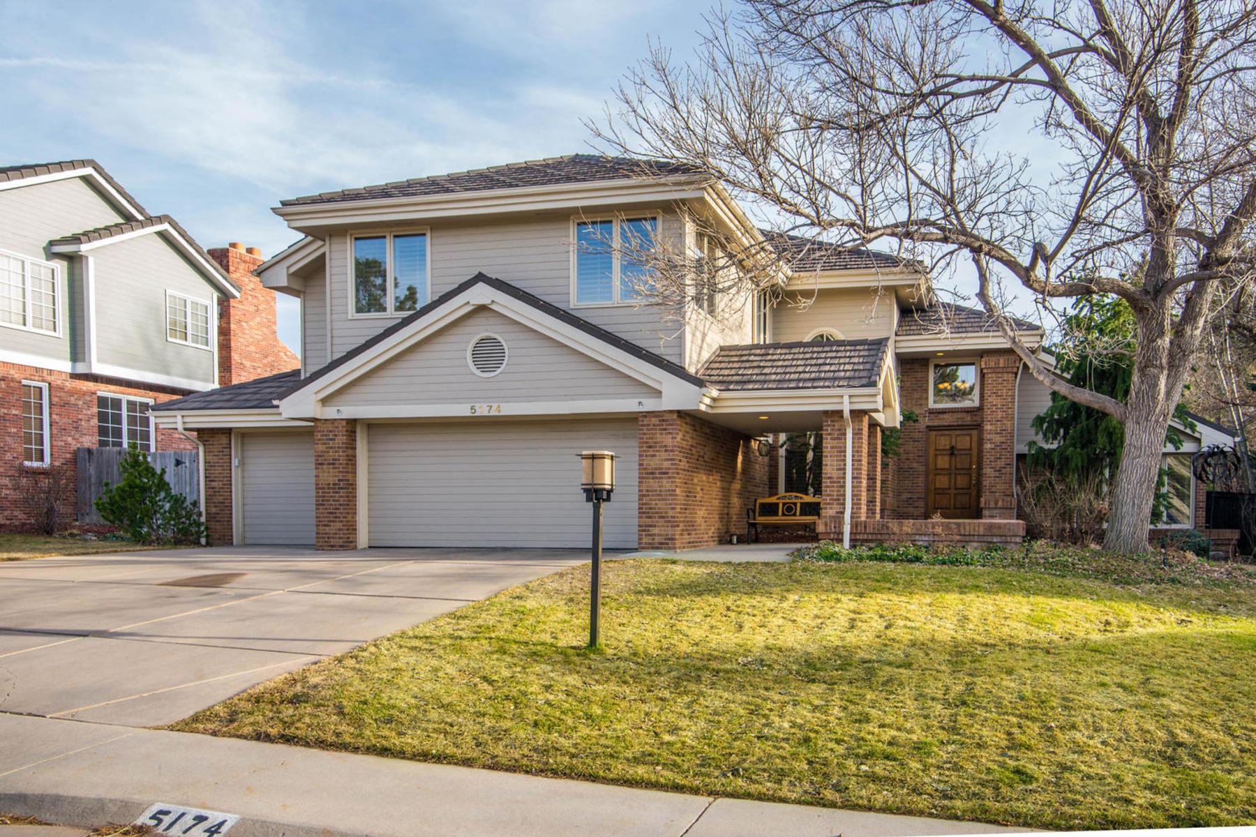 獨棟家庭住宅 為 出售 在 Two Story Home in Heritage Greens Remodeled and Meticulously Maintained 5174 E. Mineral Circle Centennial, 科羅拉多州, 80122 美國
