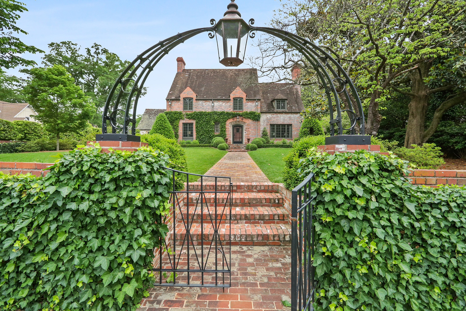 Single Family Homes 용 매매 에 One of The Most Intrinsically Charming Estates In All of Metro Atlanta 548 Church Street NE, Marietta, 조지아 30060 미국