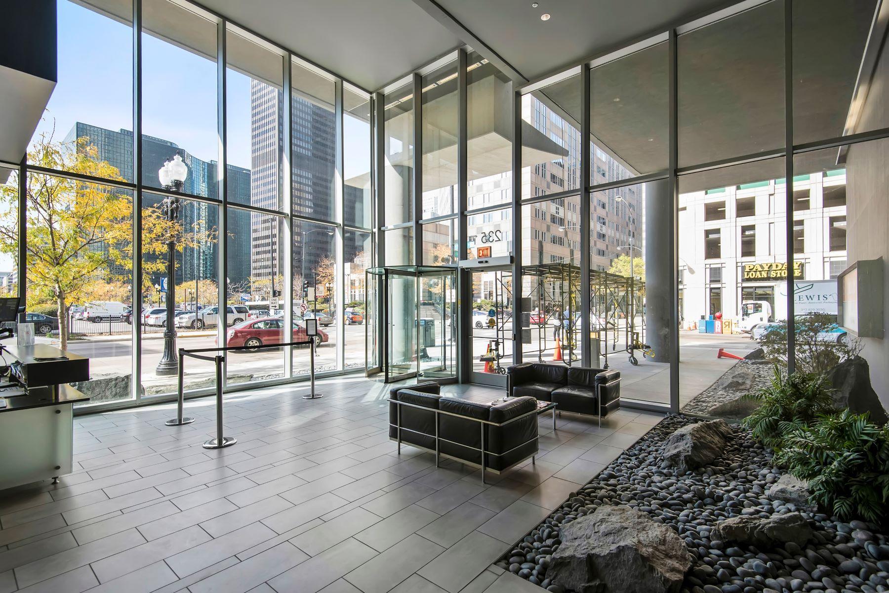 Кондоминиум для того Продажа на RARELY AVAILABLE NORTH-FACING PENTHOUSE 235 W Van Buren Street Unit 4513, Loop, Chicago, Иллинойс, 60607 Соединенные Штаты