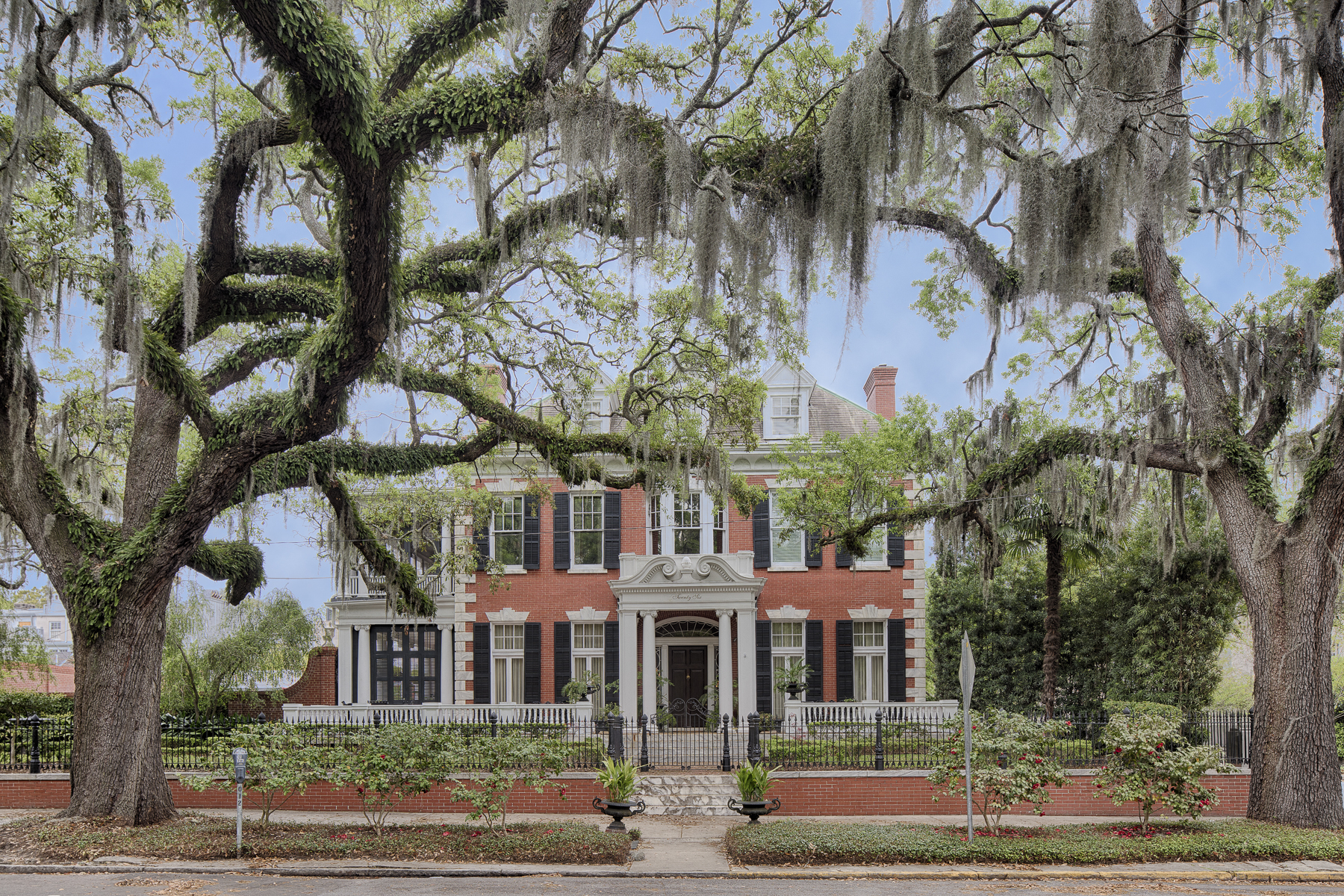 واحد منزل الأسرة للـ Sale في 26 East Gaston Street Historic District, Savannah, Georgia, 31401 United States