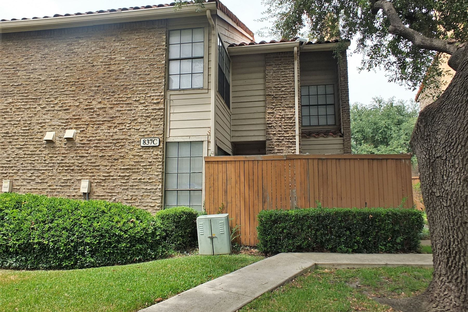 Condominiums for Sale at 837 Dublin Drive #3 Richardson, Texas 75080 United States