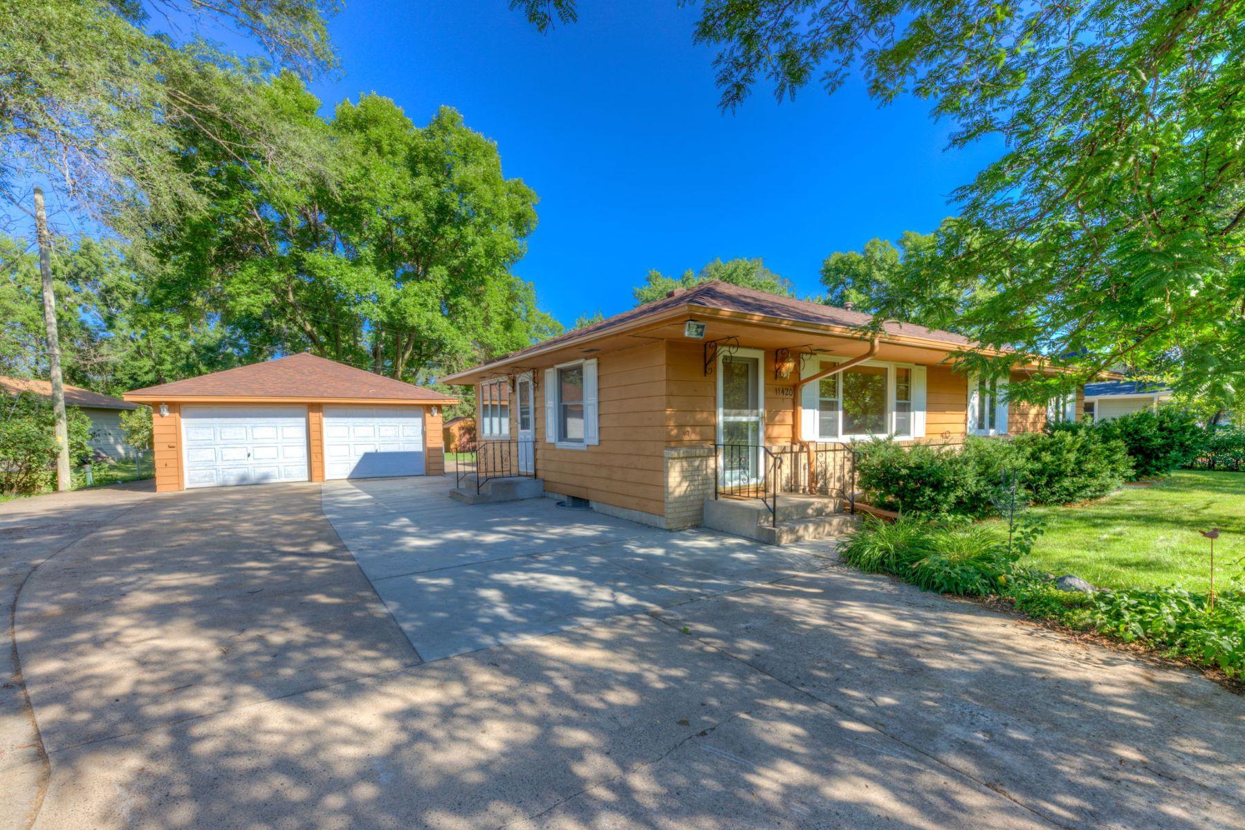 Single Family Homes للـ Sale في Coon Rapids, Minnesota 55433 United States