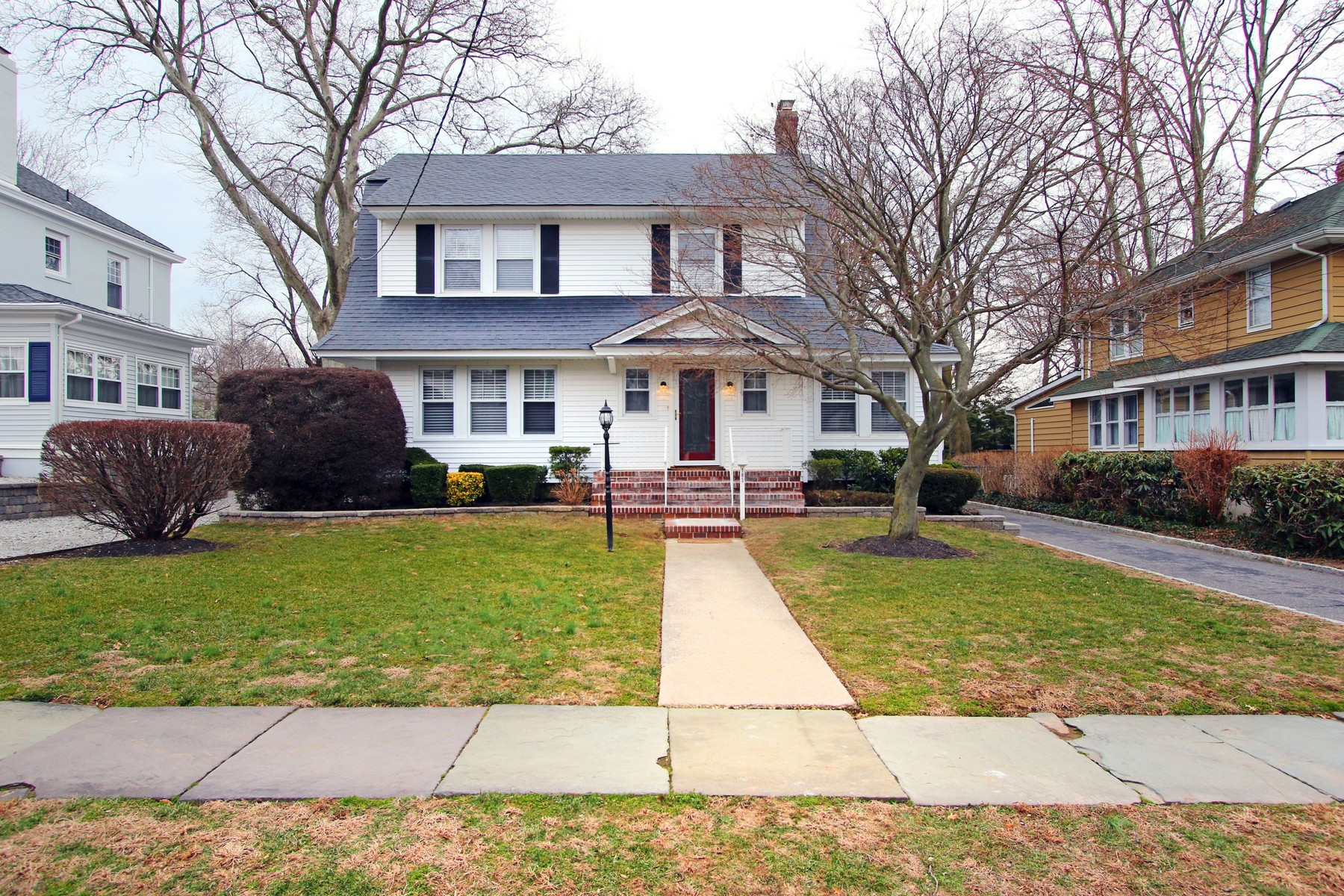 Single Family Home for Sale at End Your Search - Change Your Lifestyle - Where Life Is Good 183 Hudson Ave. Red Bank, New Jersey, 07701 United States