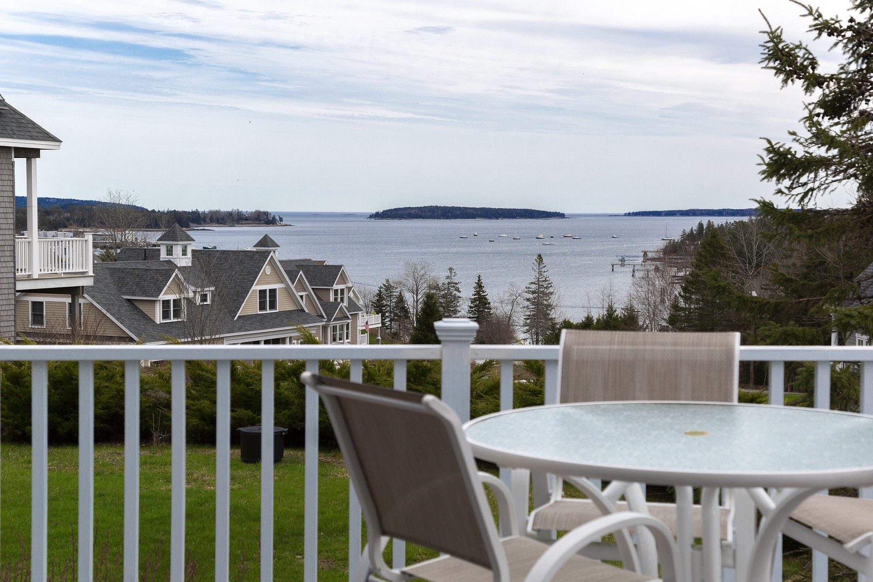 Condominiums por un Venta en 40 Oceans End Boulevard Unit # 15 Southwest Harbor, Maine 04679 Estados Unidos
