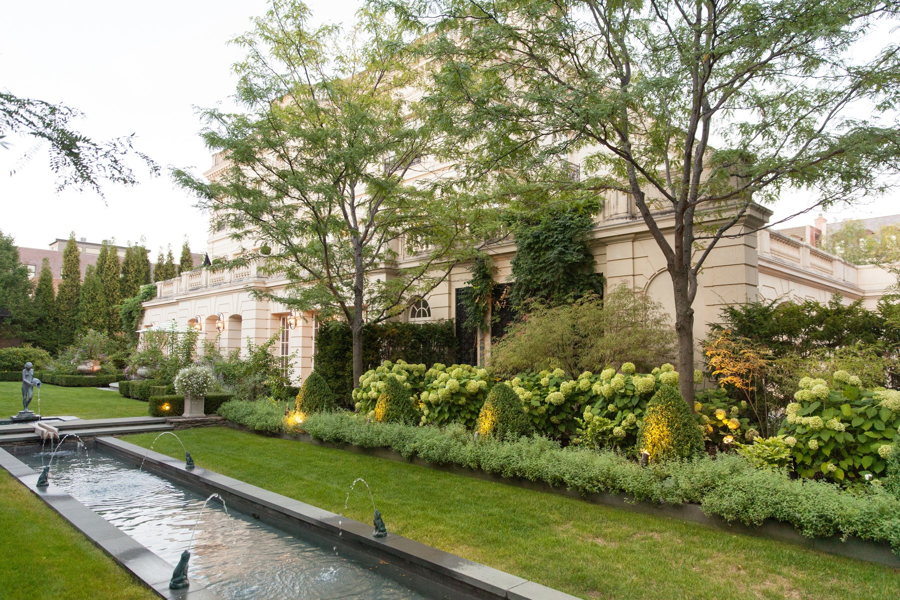 Additional photo for property listing at Masterpiece in Lincoln Park 1932 N Burling Street, Chicago, Illinois 60614 United States