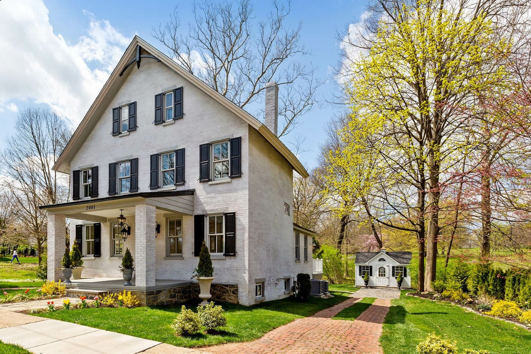 Single Family Homes for Active at 2001 Rockford Rd., Wilmington, DE 19806 2001 Rockford Rd. Wilmington, Delaware 19806 United States