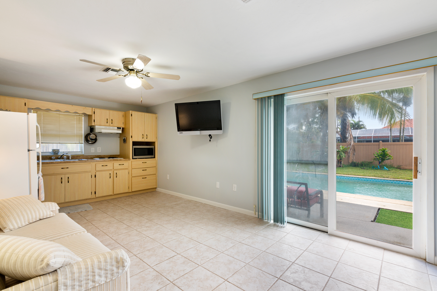 Additional photo for property listing at Melbourne Beach Pool Home with Guest Suite 212 Fifth Avenue Melbourne Beach, Florida 32951 United States