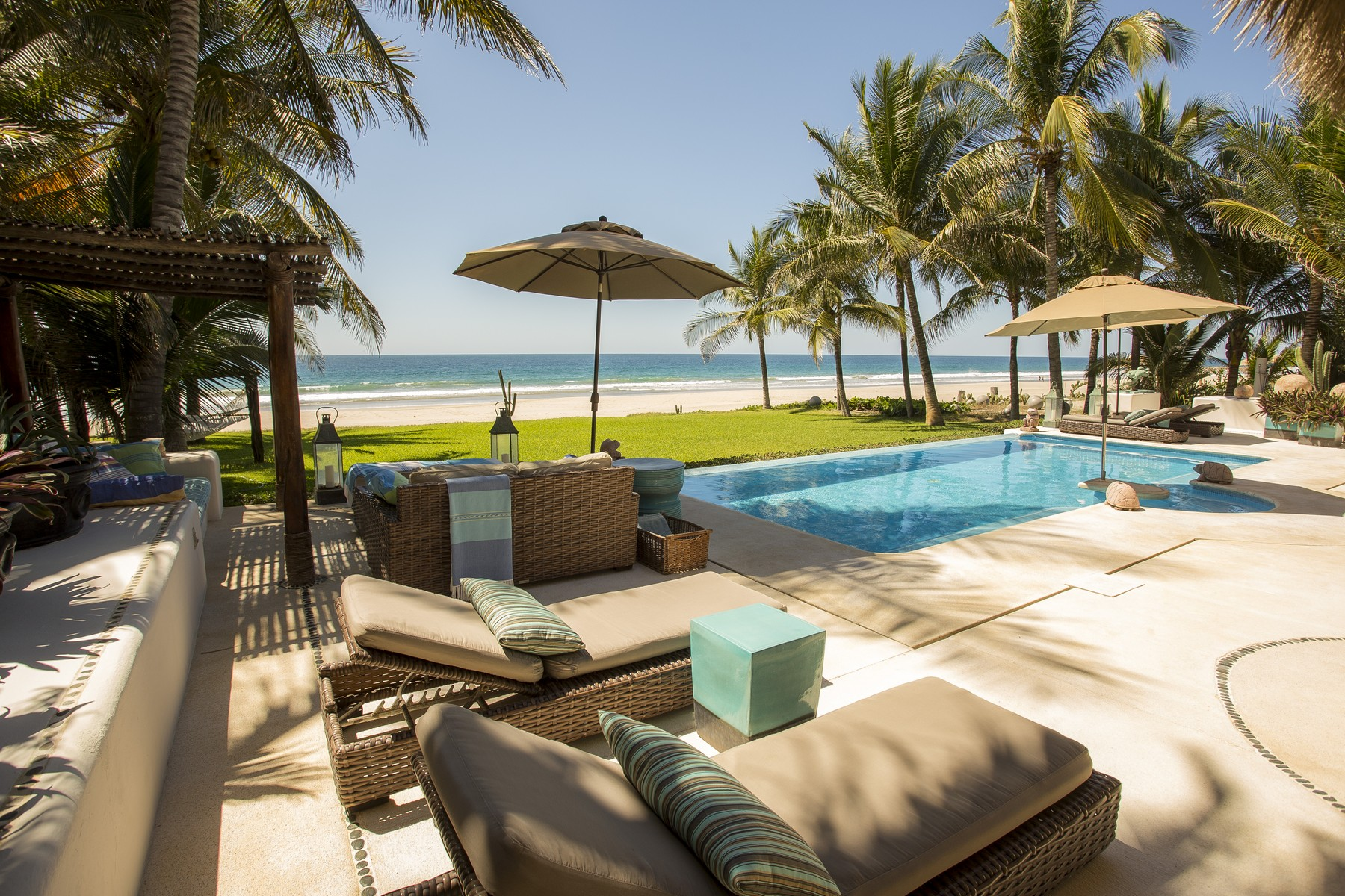 Additional photo for property listing at Luxury Oceanfront Villa, Puerto Escondido, Oaxaca Lote 28 A Puerto Escondido, Oaxaca 70934 Mexico