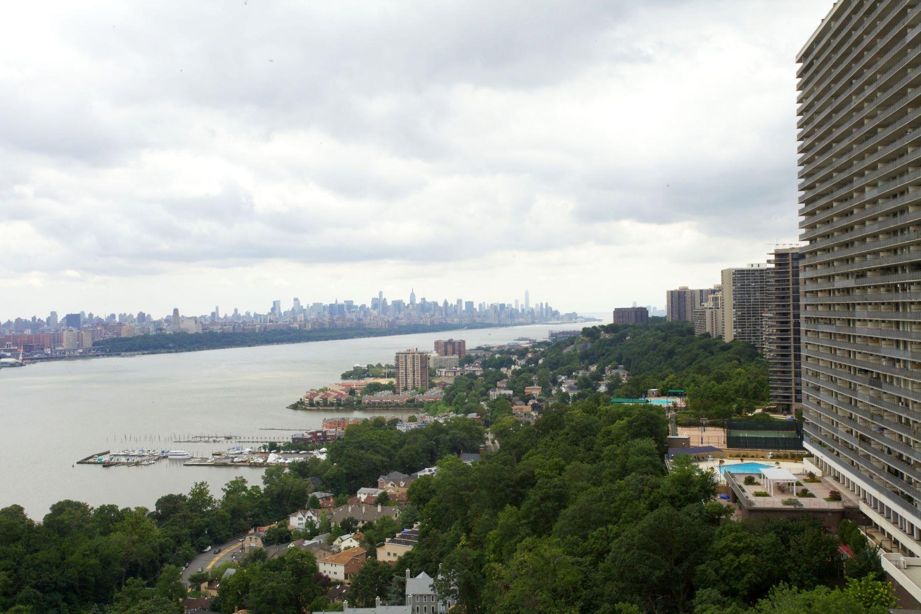 共管式独立产权公寓 为 销售 在 River Ridge Condo for Sale 200 Old Palisade Road 11-12F 李堡, 新泽西州, 07024 美国