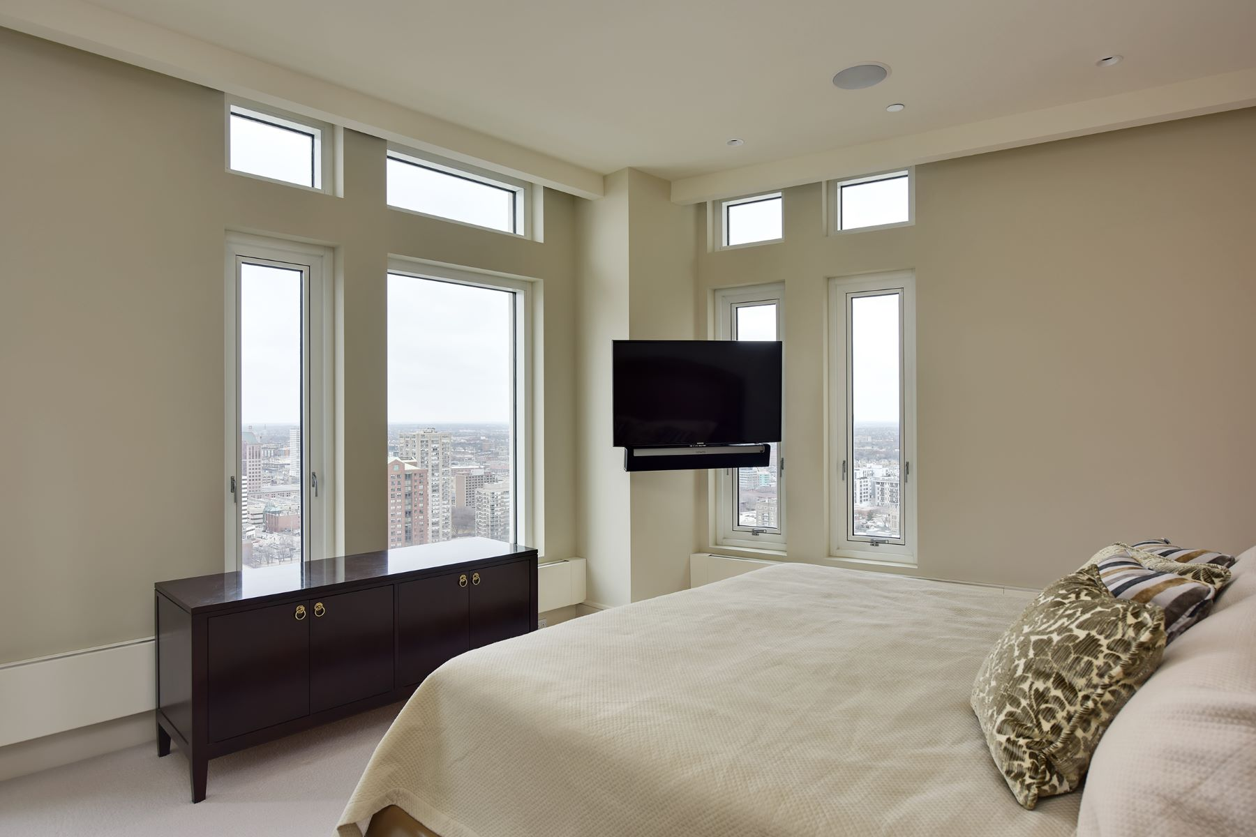 Additional photo for property listing at University Club Tower Rare Full Floor 825 N. Prospect Avenue  26th Floor Milwaukee, Wisconsin 53202 United States