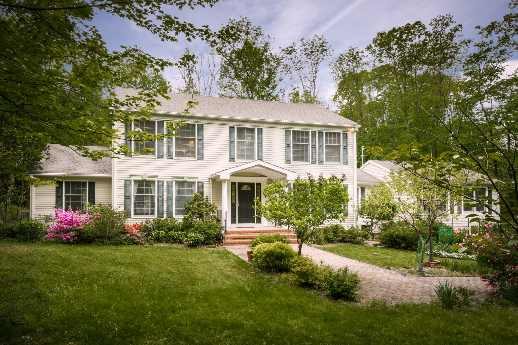 Property pour l Vente à Classic Colonial Enveloped by Natural Splendor 4680 Province Line Road, Princeton, New Jersey 08540 États-Unis