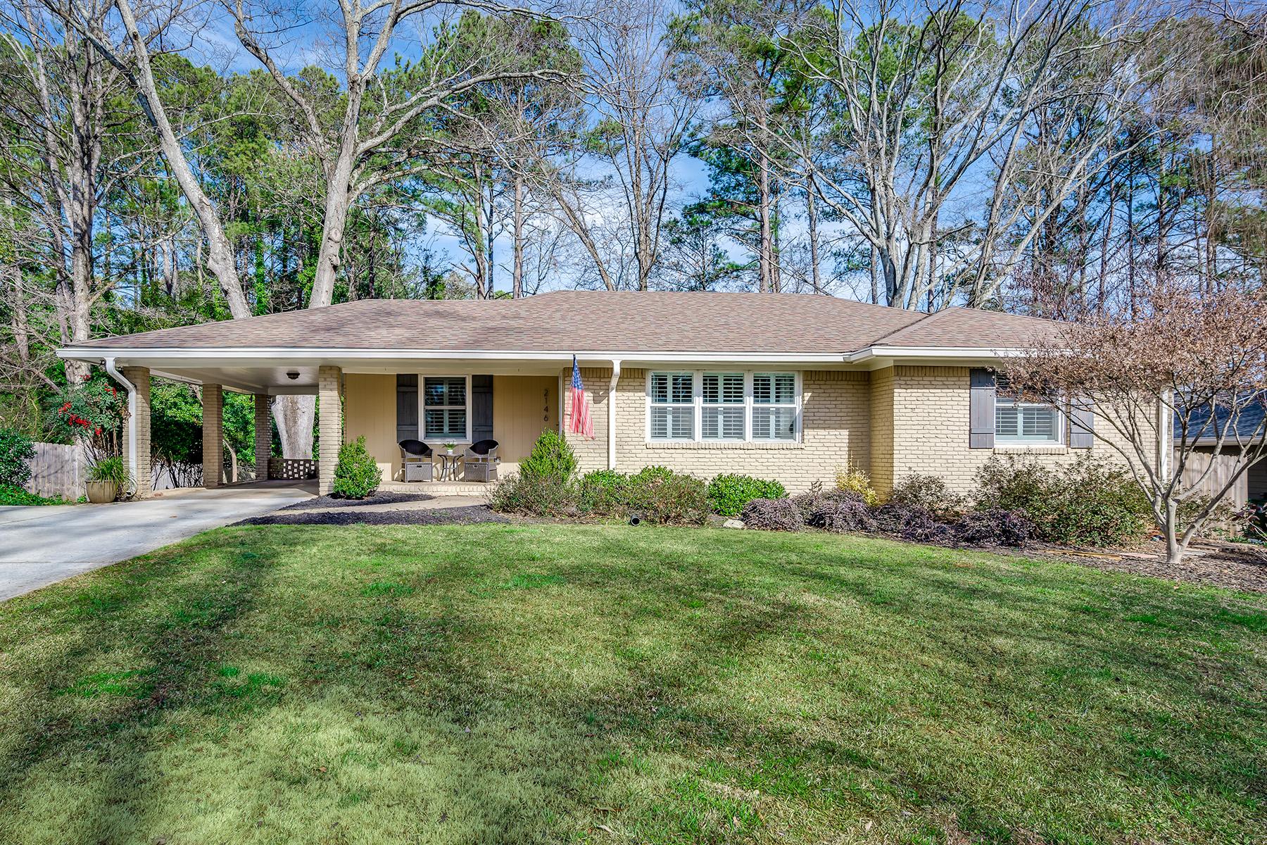 Single Family Homes por un Venta en Spacious, One-Level Gem Close To It All! 2146 Tanglewood Road, Decatur, Georgia 30033 Estados Unidos