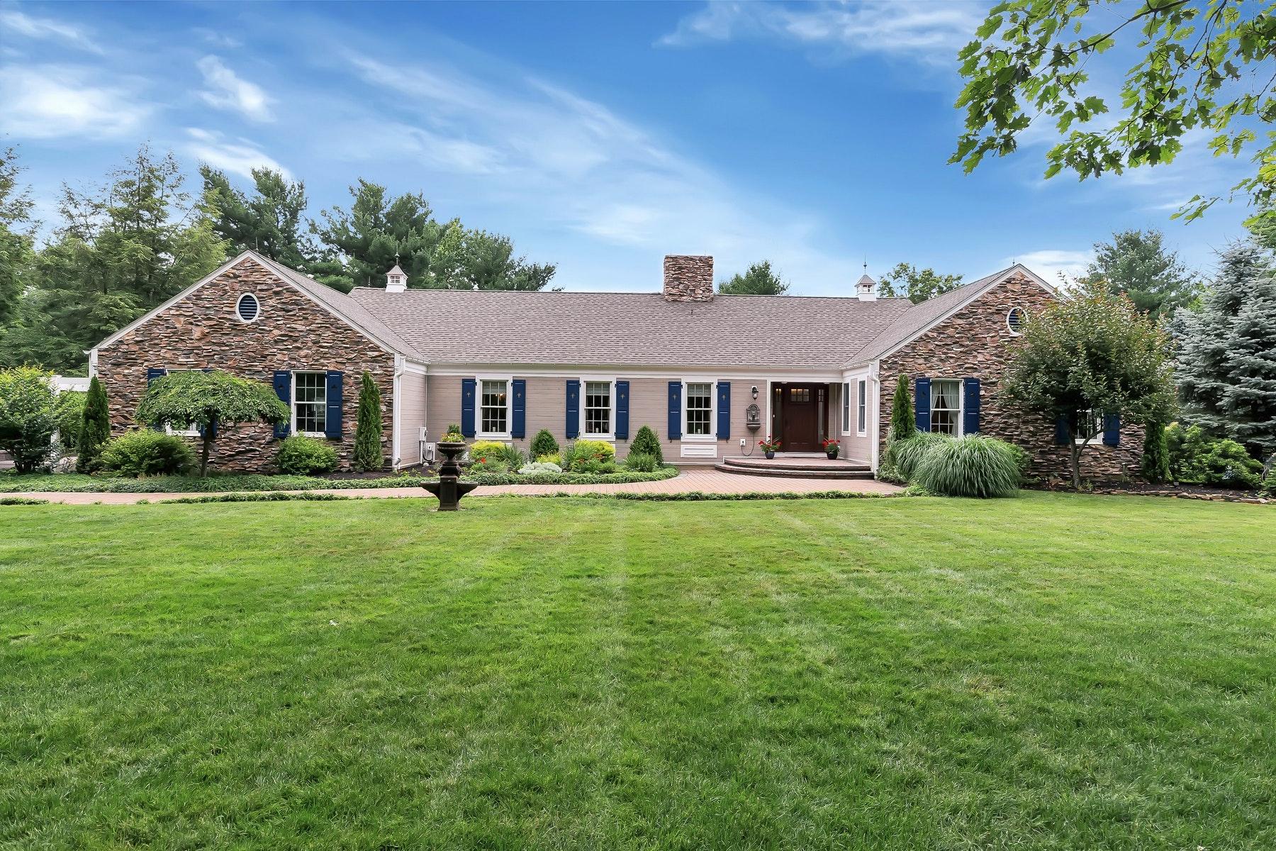 Частный односемейный дом для того Продажа на 8 Wellington Court Colts Neck, Нью-Джерси, 07722 Соединенные Штаты