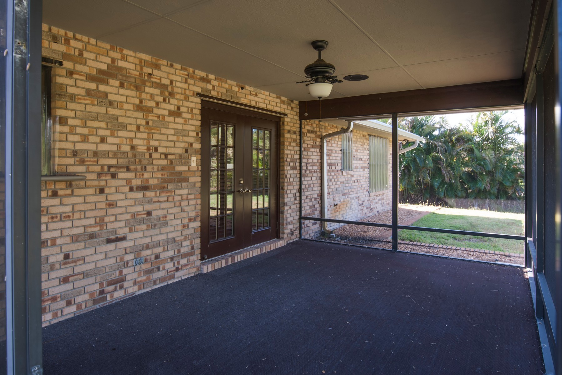 Additional photo for property listing at Beautifully Maintained Brick Home on 1/2 Acre 6865 51st Avenue Vero Beach, Florida 32967 United States