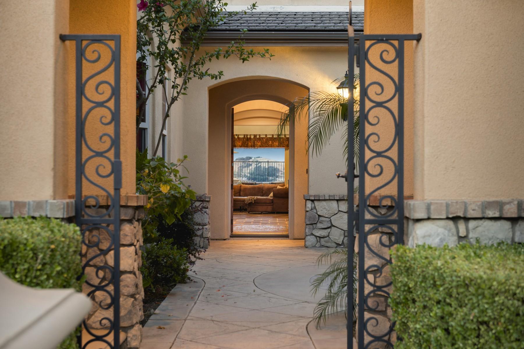 独户住宅 为 销售 在 Provence Drive 26844 Provence Drive 卡拉巴萨斯, 加利福尼亚州, 91302 美国